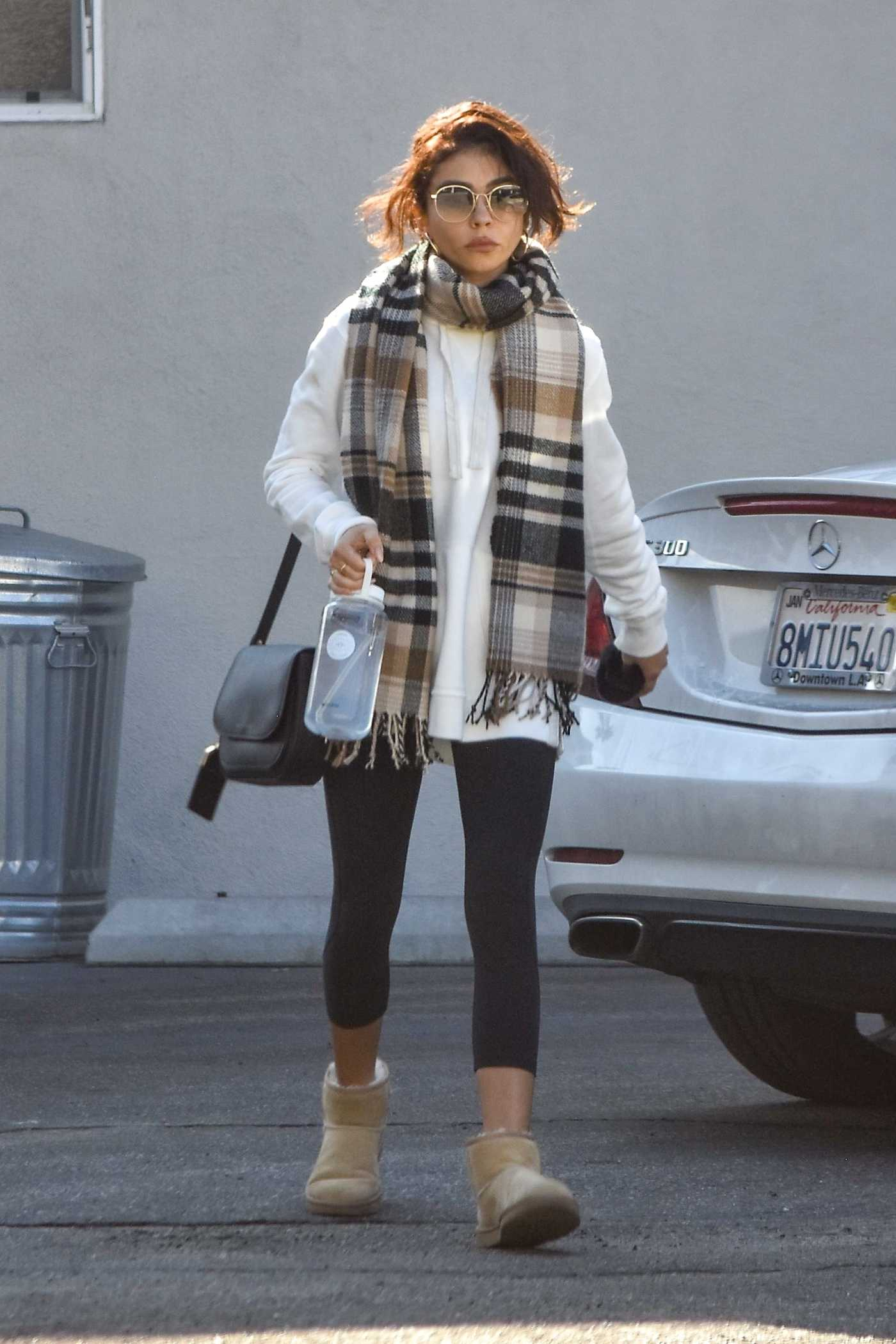 Sarah Hyland in a Black Leggings Arrives at Her Pilates Session in Studio City 01/13/2020
