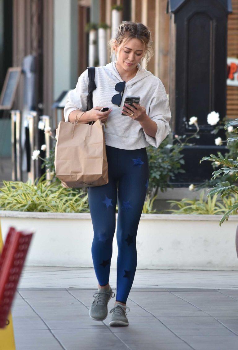 Hilary Duff in a Blue Leggings