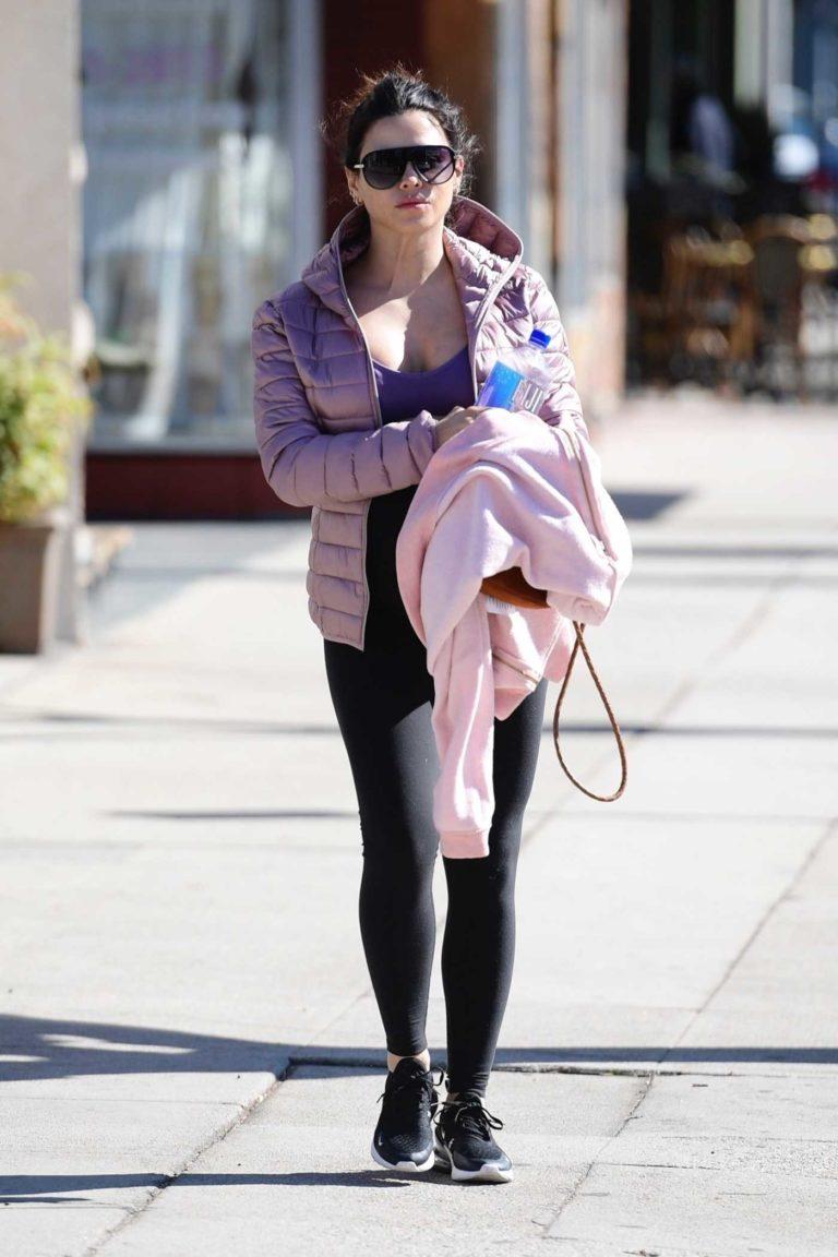 Jenna Dewan in a Black Sneakers