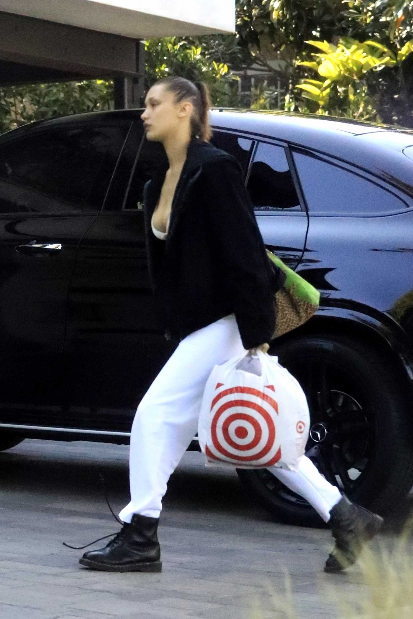 Bella Hadid in a White Pants Was Seen Out in Los Angeles 03/30/2020