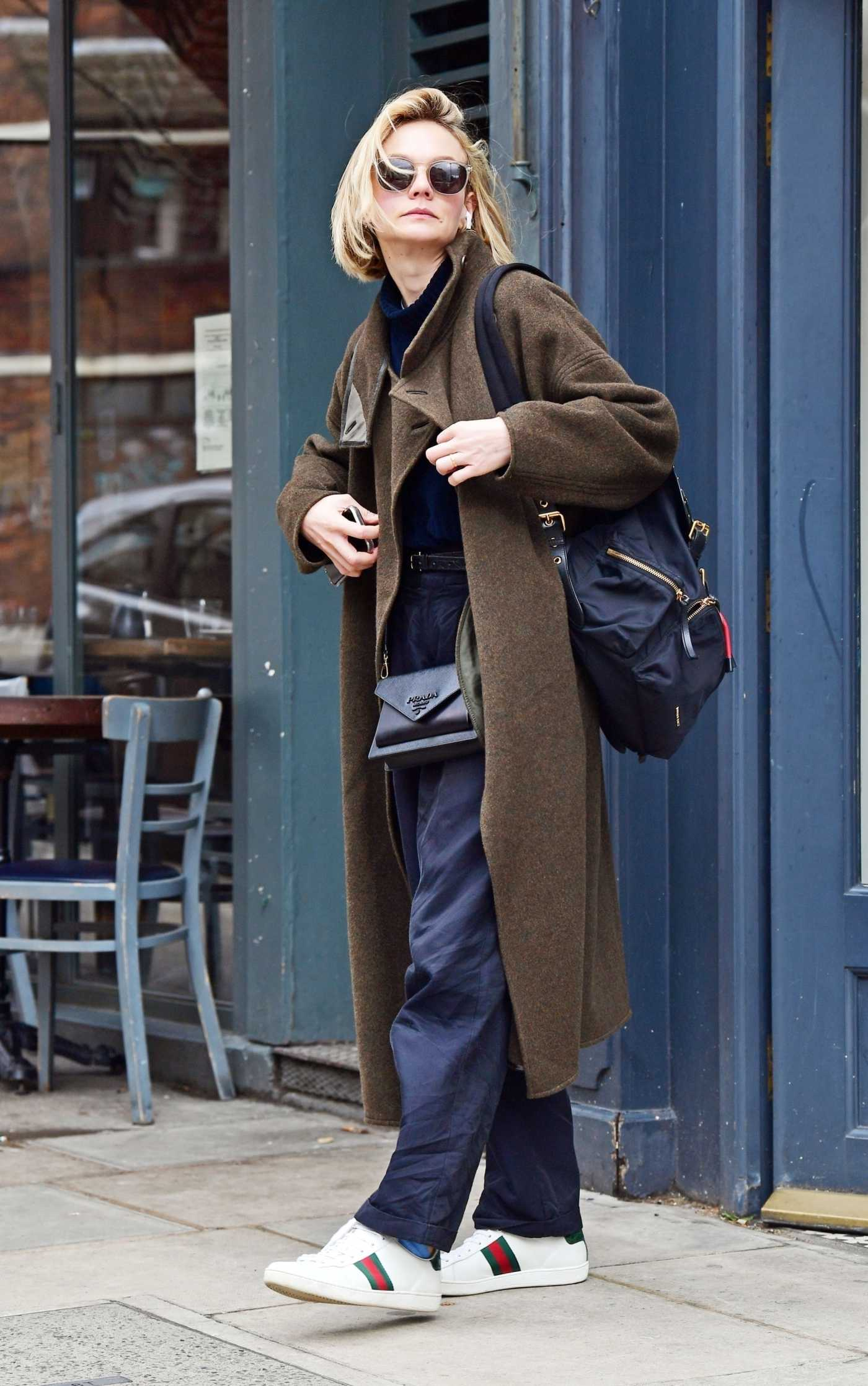 Carey Mulligan in a White Gucci Sneakers Was Seen Out in Notting Hill, London 03/10/2020