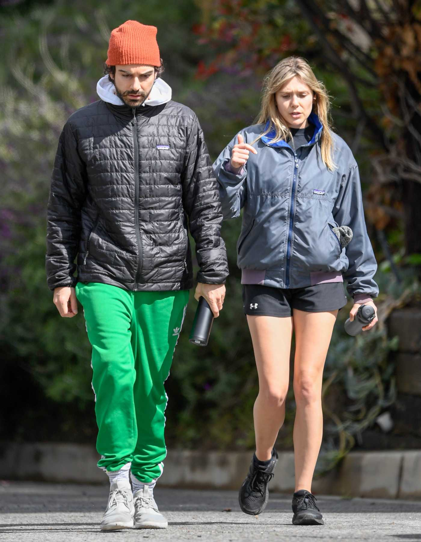 Elizabeth Olsen in a Black Sneakers Was Seen Out with Robbie Arnett in Sherman Oaks 03/23/2020