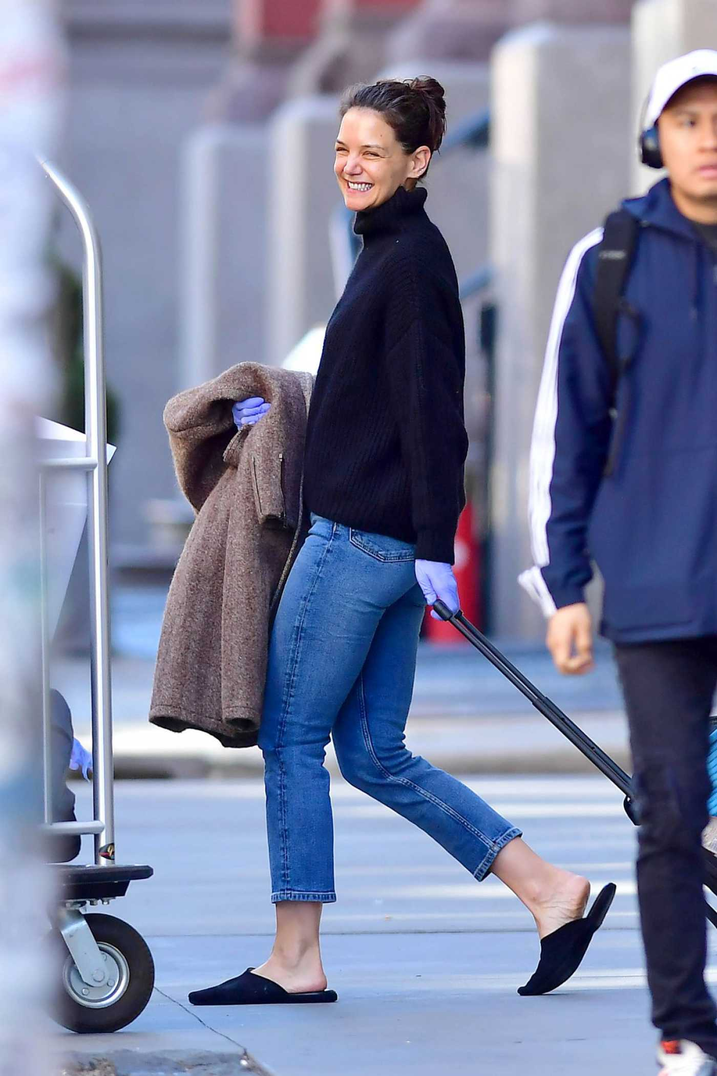 Katie Holmes in a Black Flip-Flops Leaves Her Apartment in New York 03/27/2020