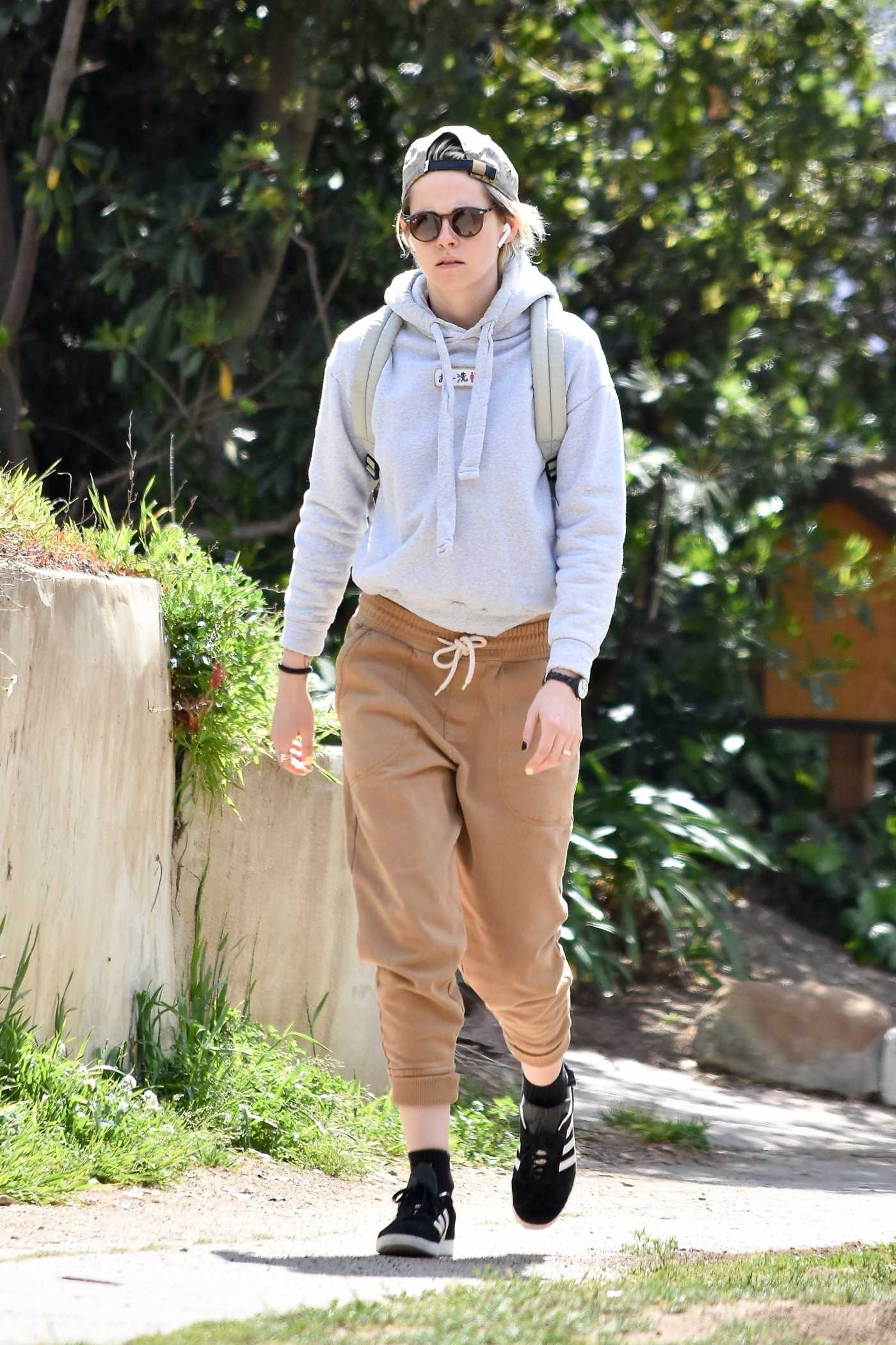 Kristen Stewart in a Gray Hoody Was Seen Out in Los Feliz 03/08/2020