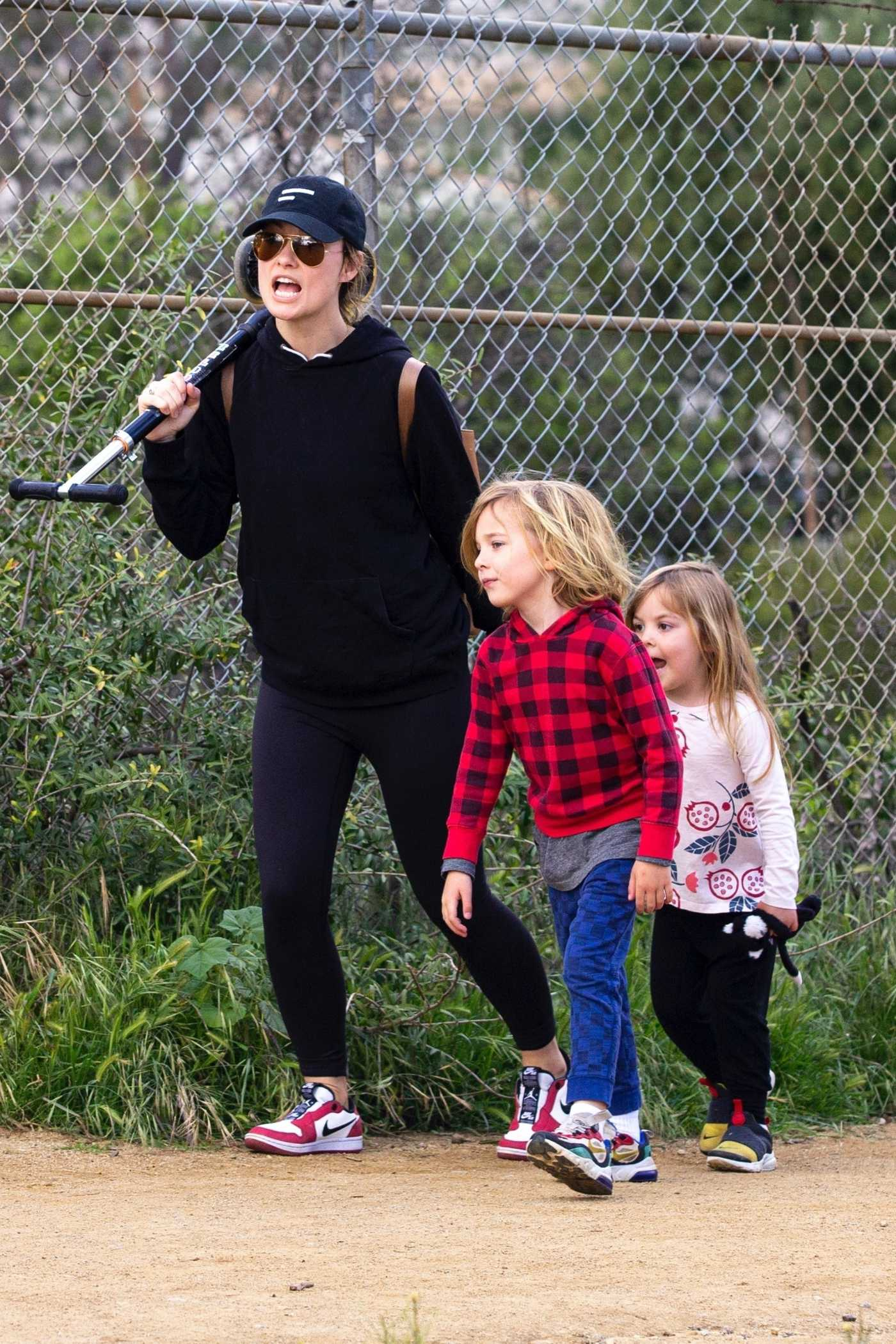 Olivia Wilde in a Black Cap Takes Her Kids to a Local Park in Los Angeles 03/26/2020