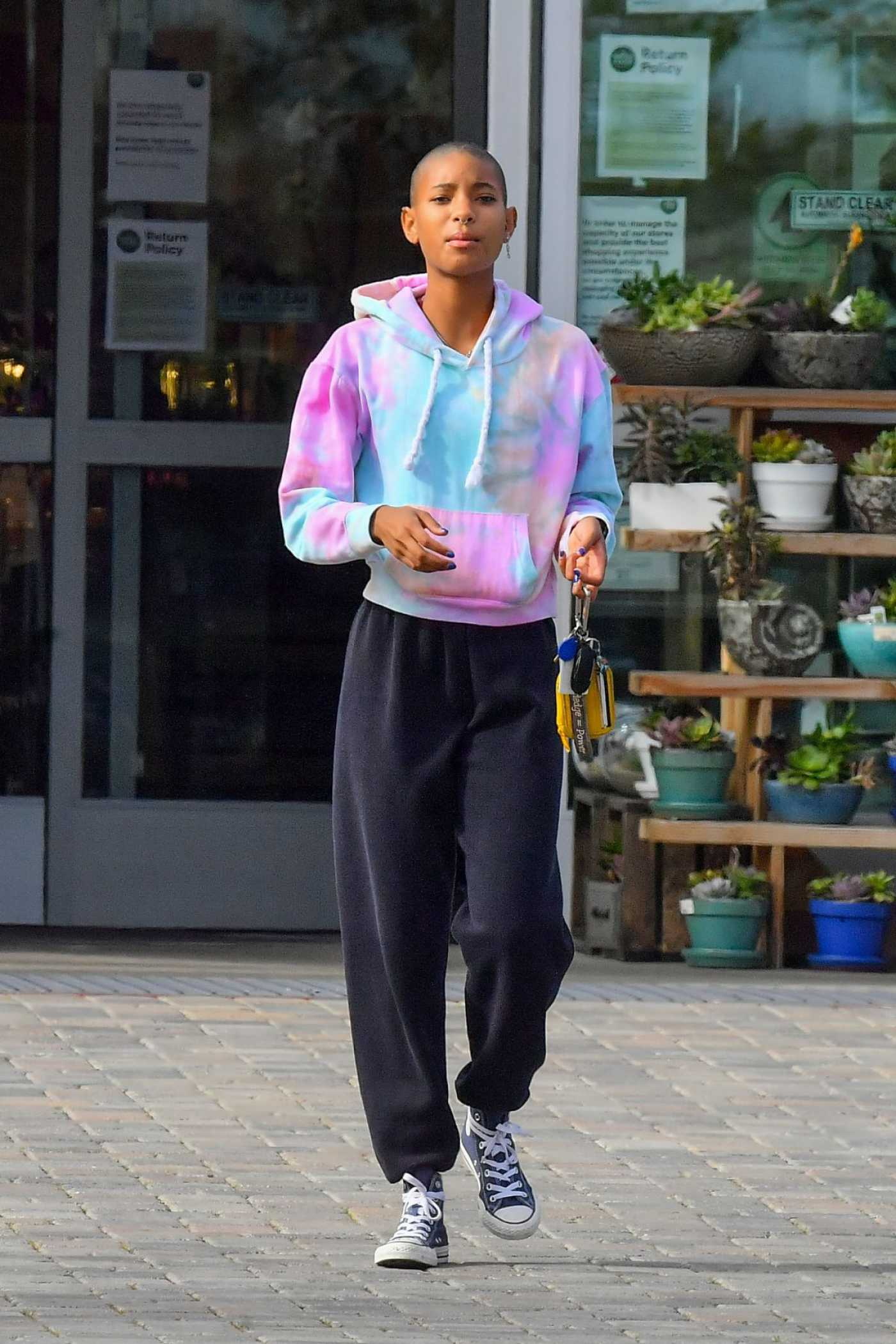 Willow Smith in a Multicolored Hoody Leaves Whole Foods in Malibu 03/28/2020