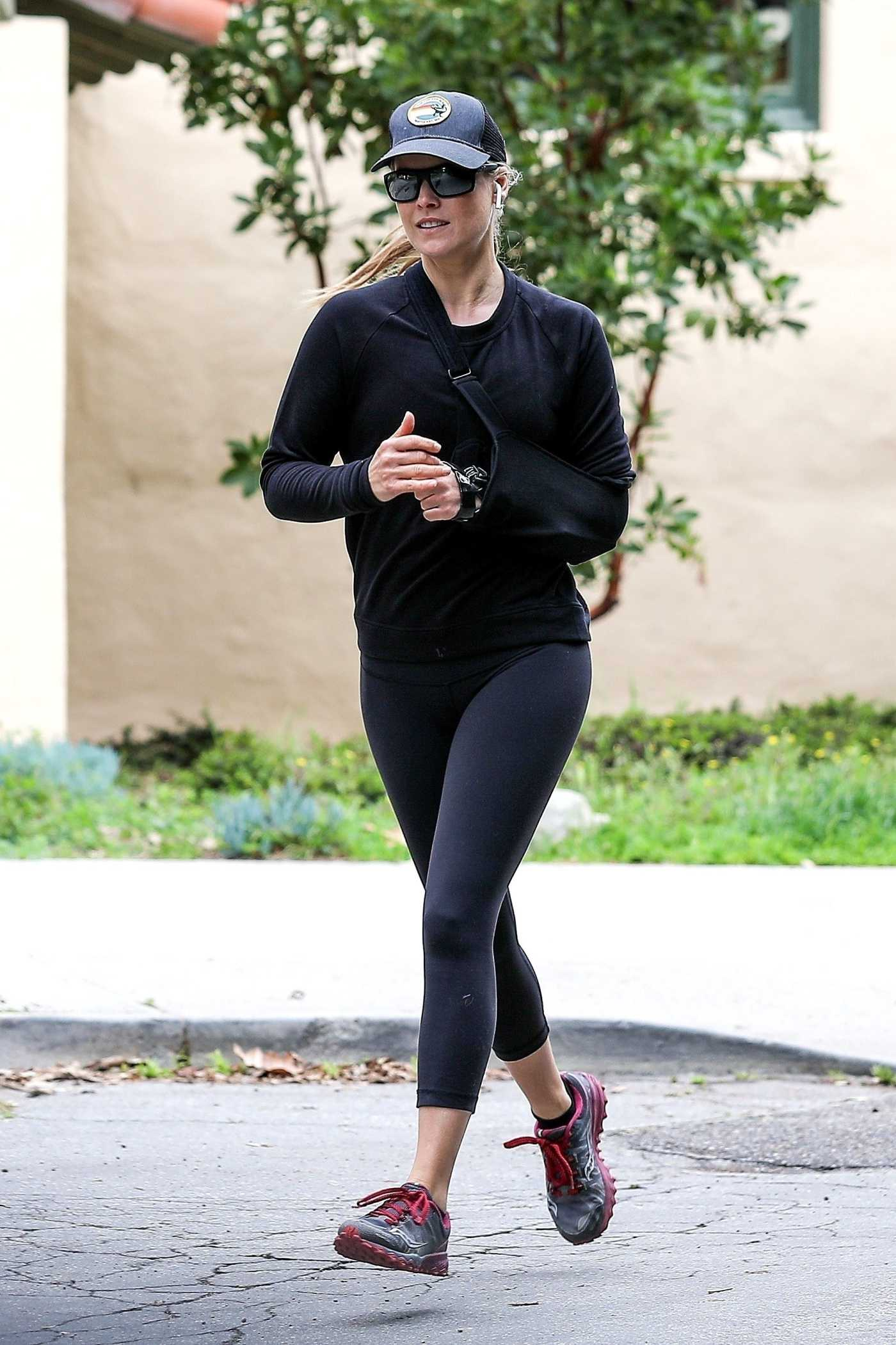 Ali Larter in a Black Leggings Enjoys a Jog in Santa Monica 04/13/2020
