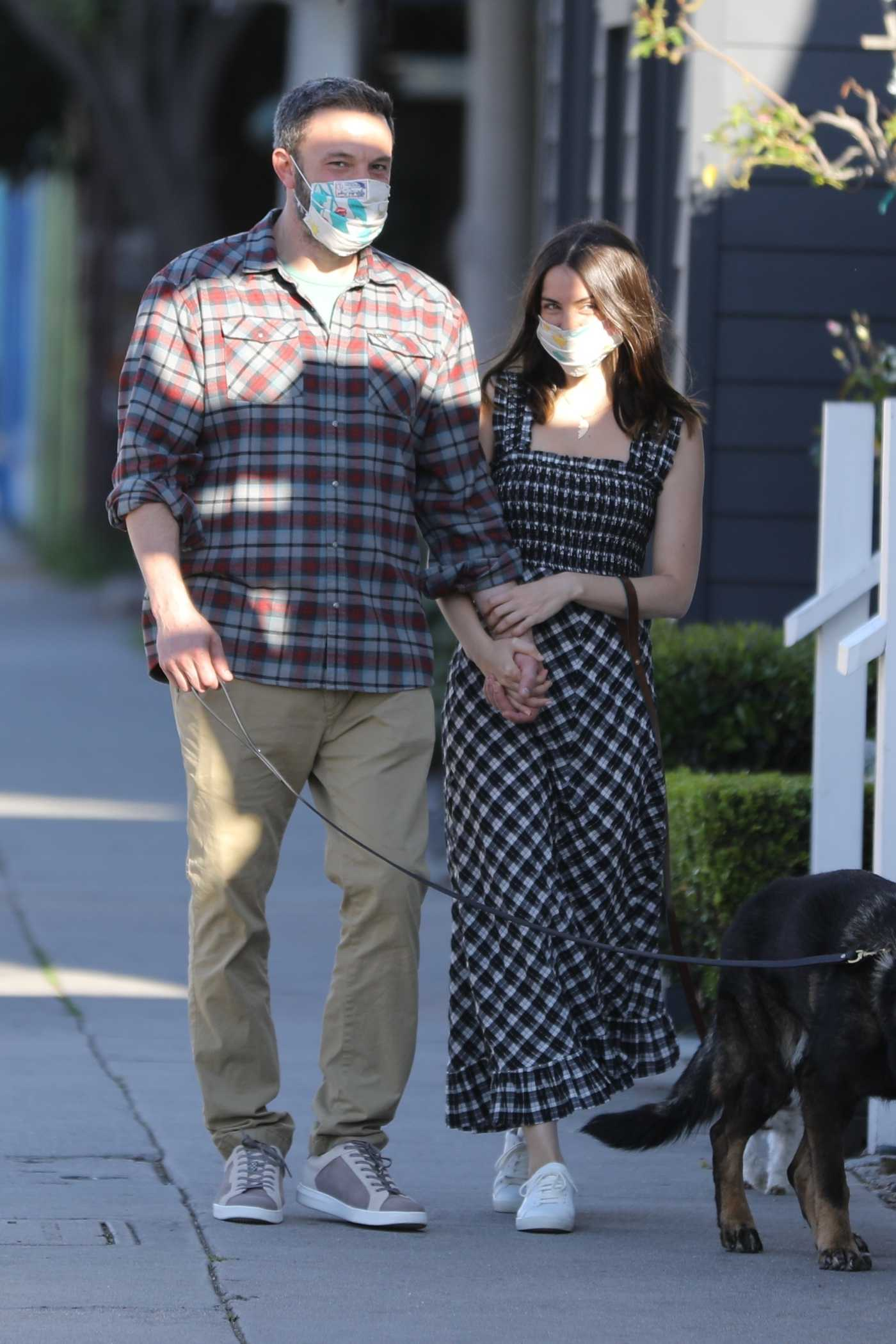 Ana De Armas in a Face Mask Was Seen Out with Ben Affleck in Venice 04/15/2020