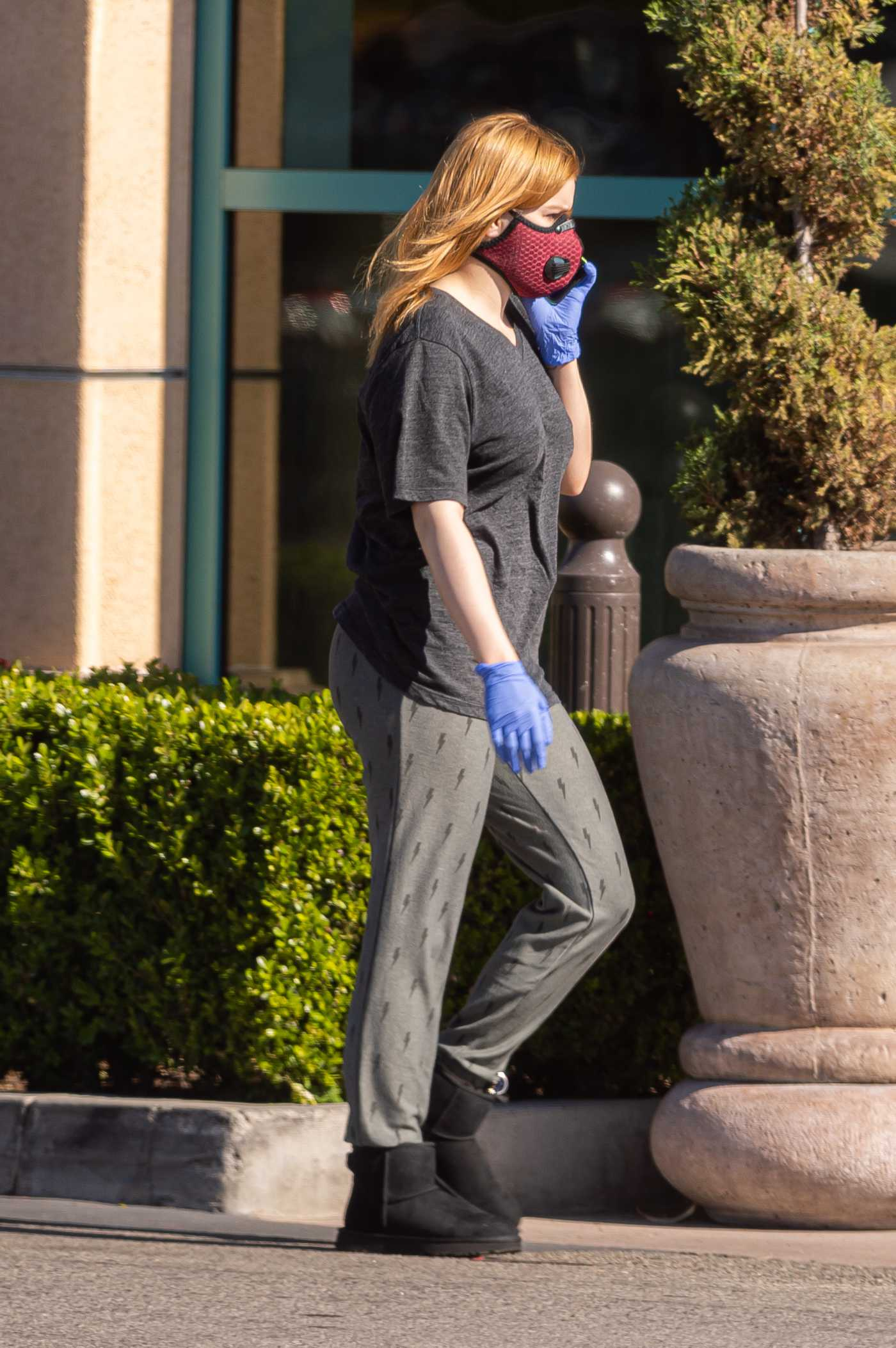 Ariel Winter in a Red Face Mask Goes Grocery Shopping During the COVID-19 Lockdown in Los Angeles 04/26/2020