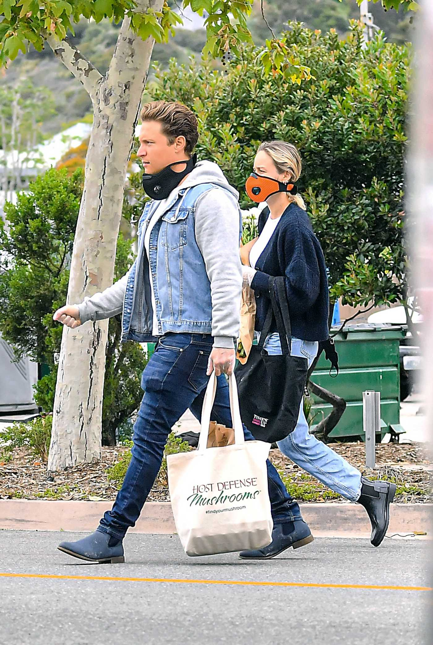 Brie Larson in an Orange Face Mask Goes Shopping at the Farmers Market Out with Her Boyfriend Elijah Allan-Blitz in Malibu 04/12/2020