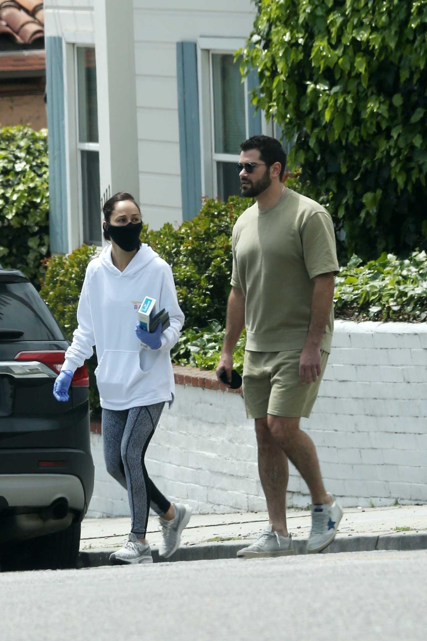 Cara Santana in a White Hoody Was Seen Out with Jesse Metcalfe in Beverly Hills 04/19/2020