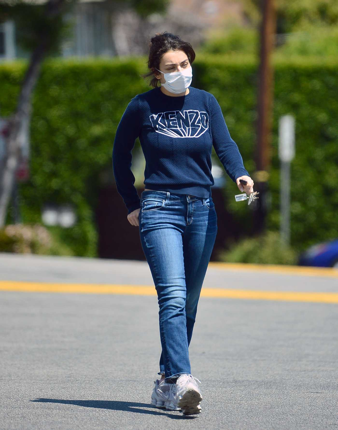 Charli XCX in a Face Mask Leaves a Grocery Store During the COVID-19 Lockdown in Los Angeles 04/20/2020