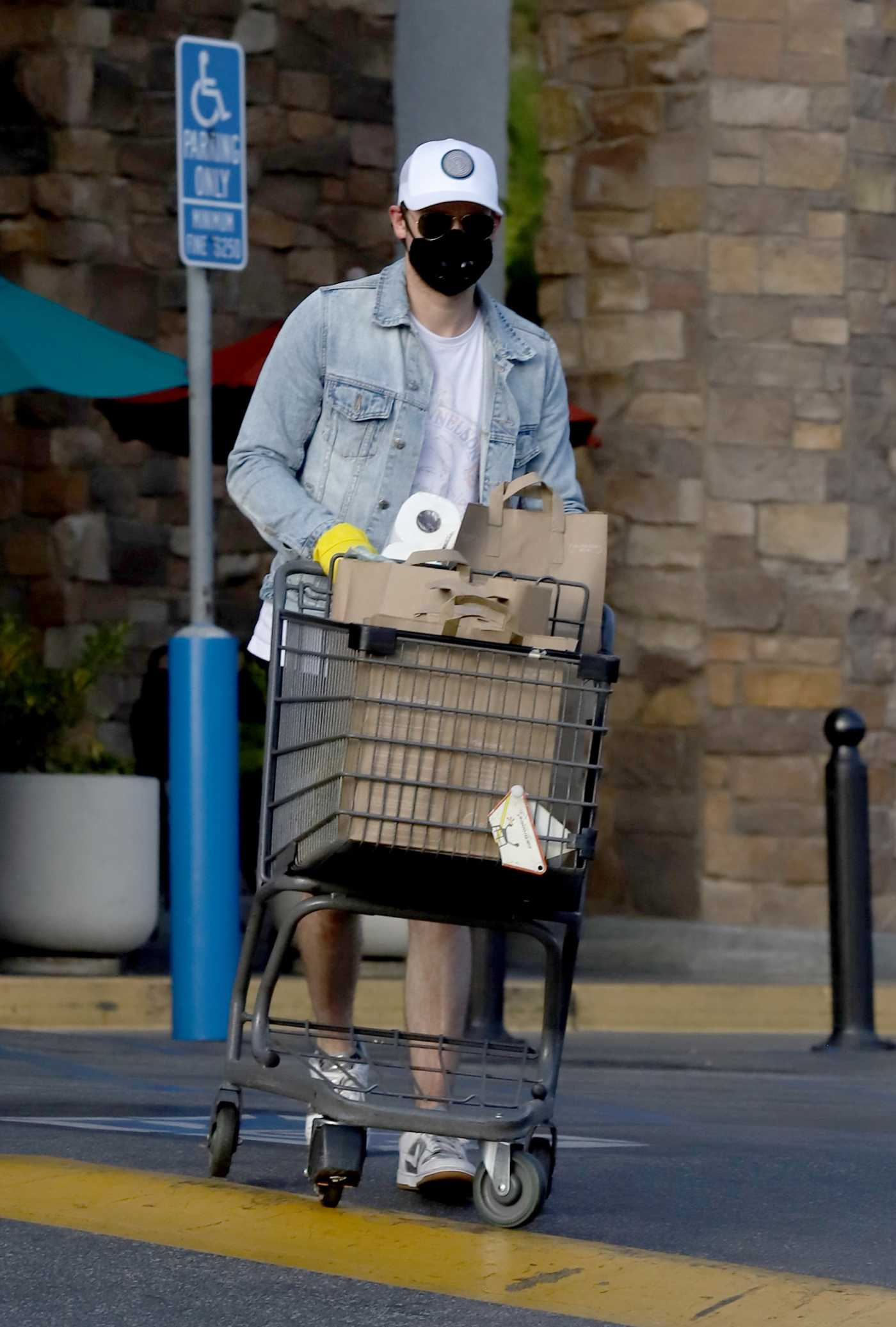 Chord Overstreet in a Black Face Mask Leaves Gleason's Market in Los Angeles 04/03/2020