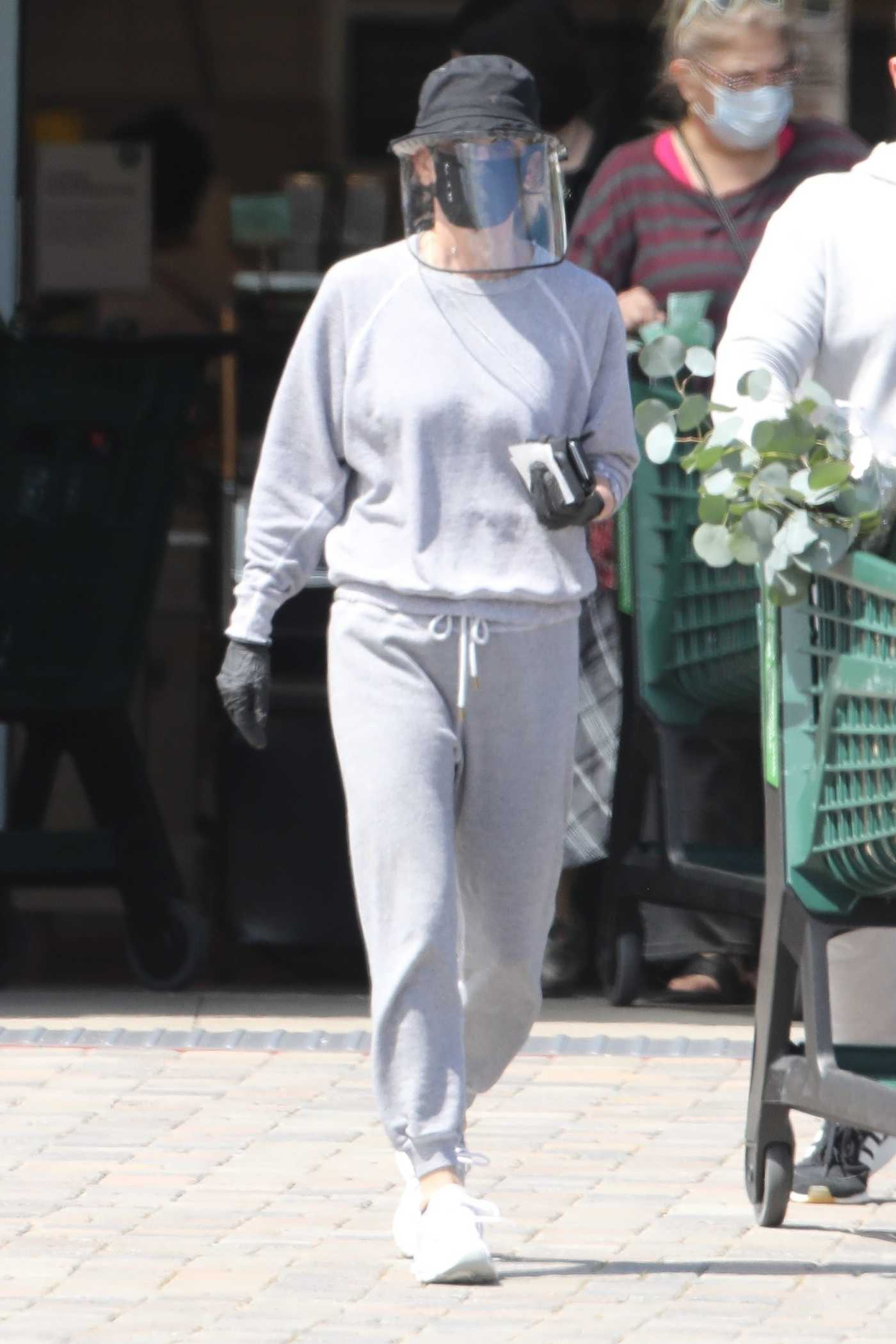 Courteney Cox in a Gray Sweatsuit Goes Shopping at Whole Foods with a Friend in Malibu 04/19/2020