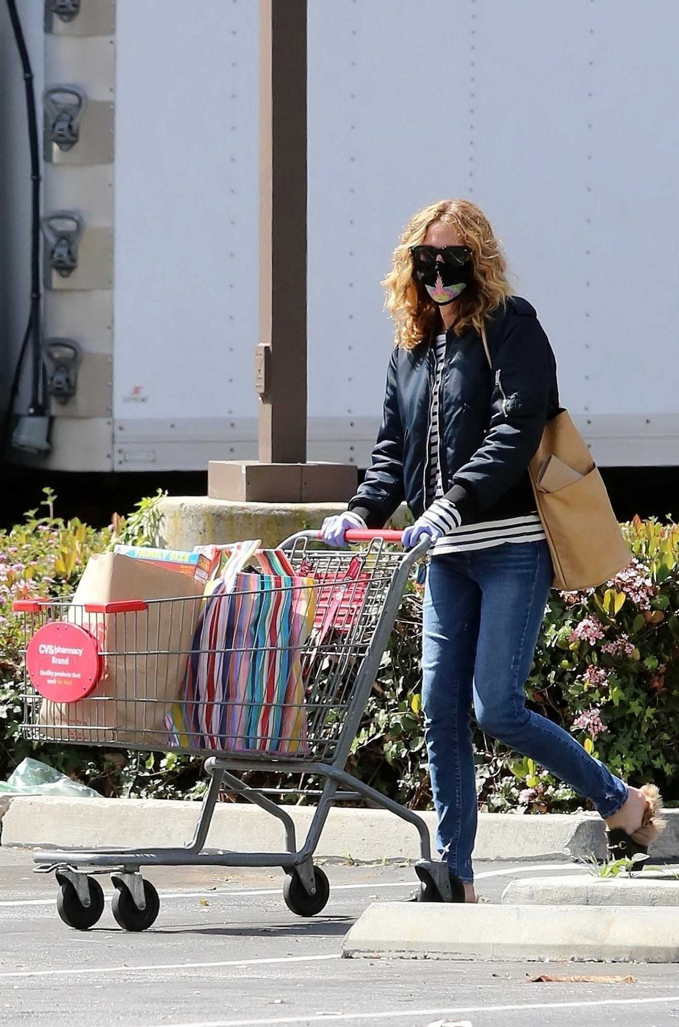 Julia Roberts in a Black Surgical Face Mask Goes Shopping at CVS Pharmacy in Malibu 04/03/2020