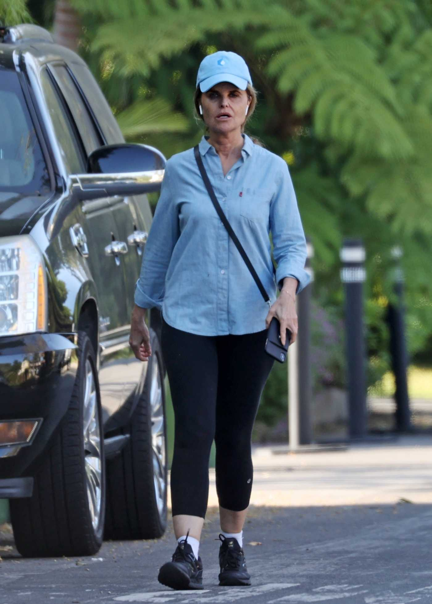 Maria Shriver in a Blue Cap Was Seen Out in Brentwood 04/28/2020