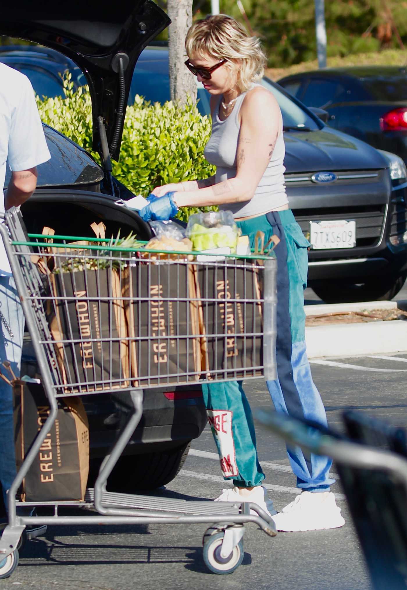 Miley Cyrus in a Beige Tank Top Was Seen Outside a Grocery Store in Los Angeles 04/05/2020