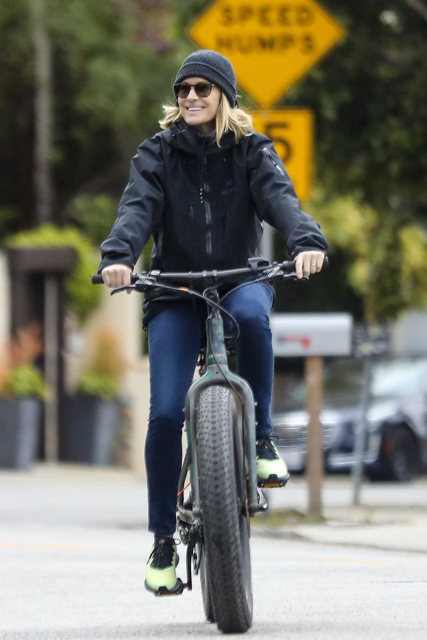 Robin Wright in a Black Jacket Does a Bike Ride Near Her Home in Pacific Palisades 04/17/2020