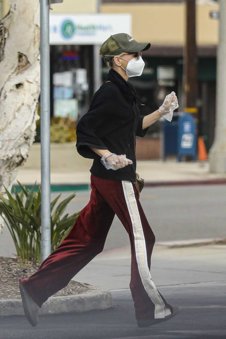 Anna Faris in a Protective Mask