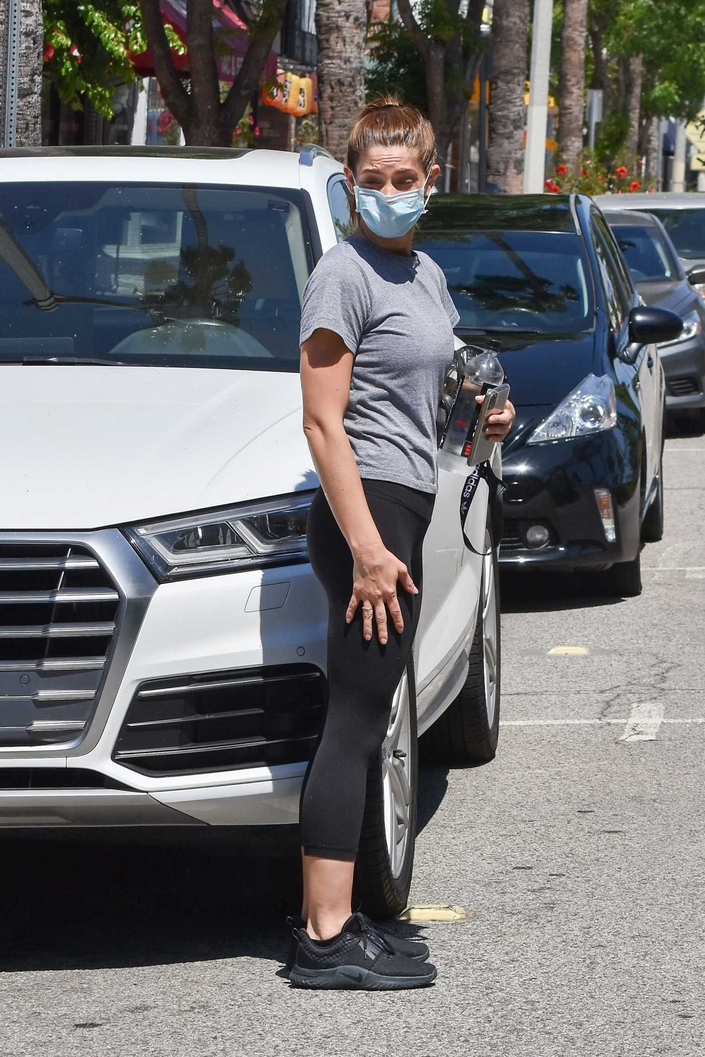 Ashley Greene in a Protective Mask Goes Grocery Shopping at Ralphs in Studio City 05/27/2020