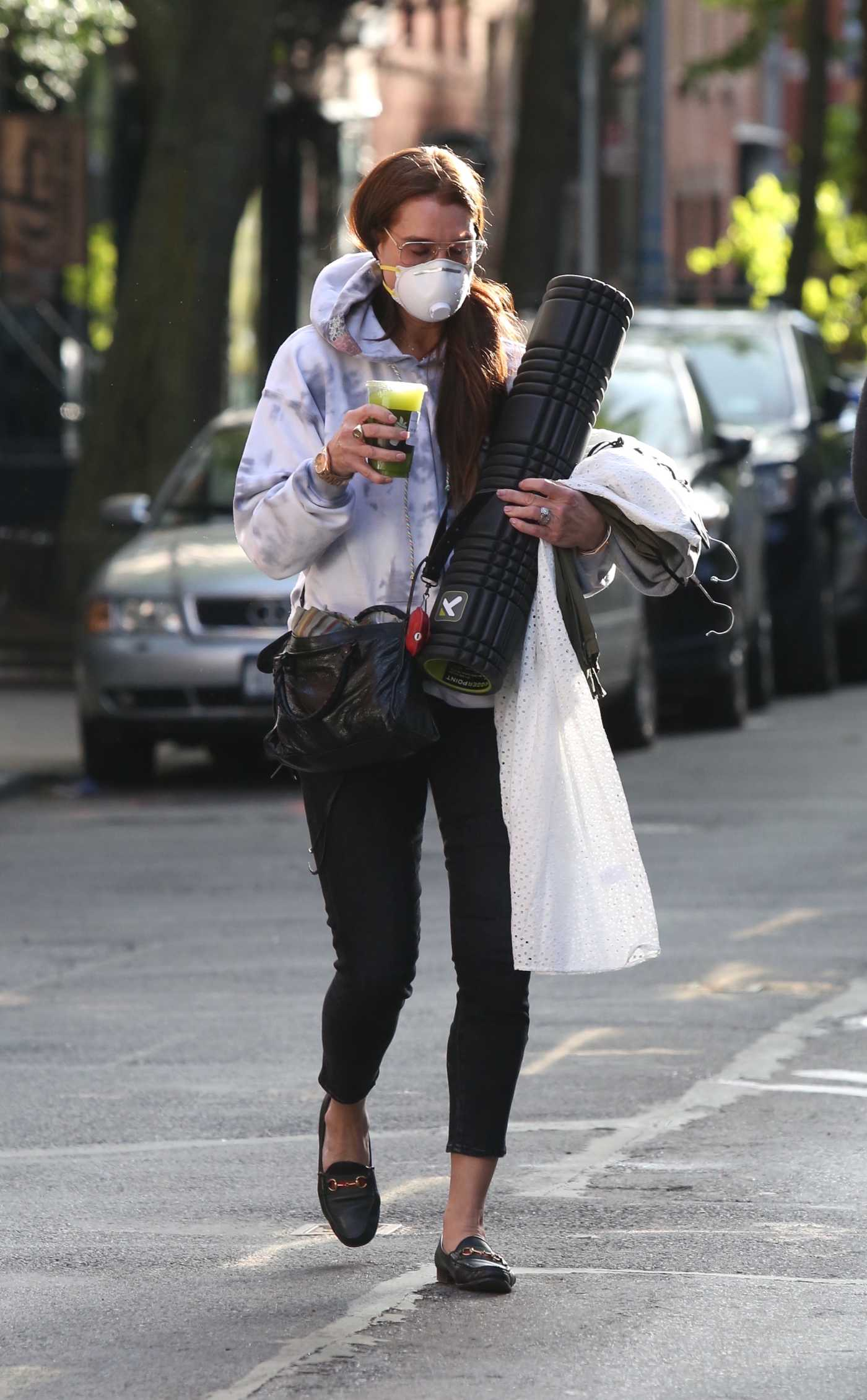 Brooke Shields in a Protective Mask Was Seen Out in New York 05/12/2020