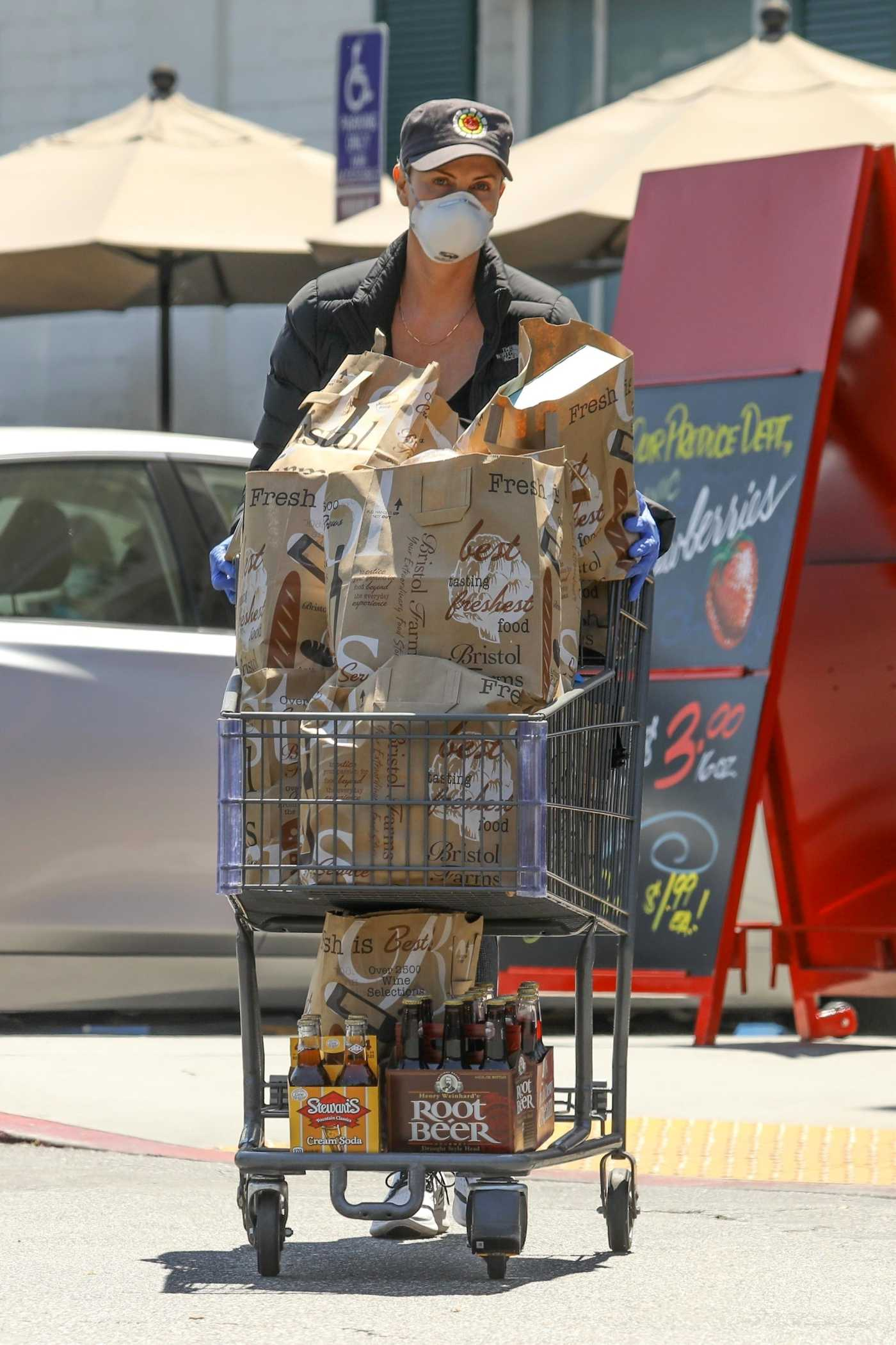 Charlize Theron in a Face Mask Goes Grocery Shopping in West Hollywood 05/01/2020