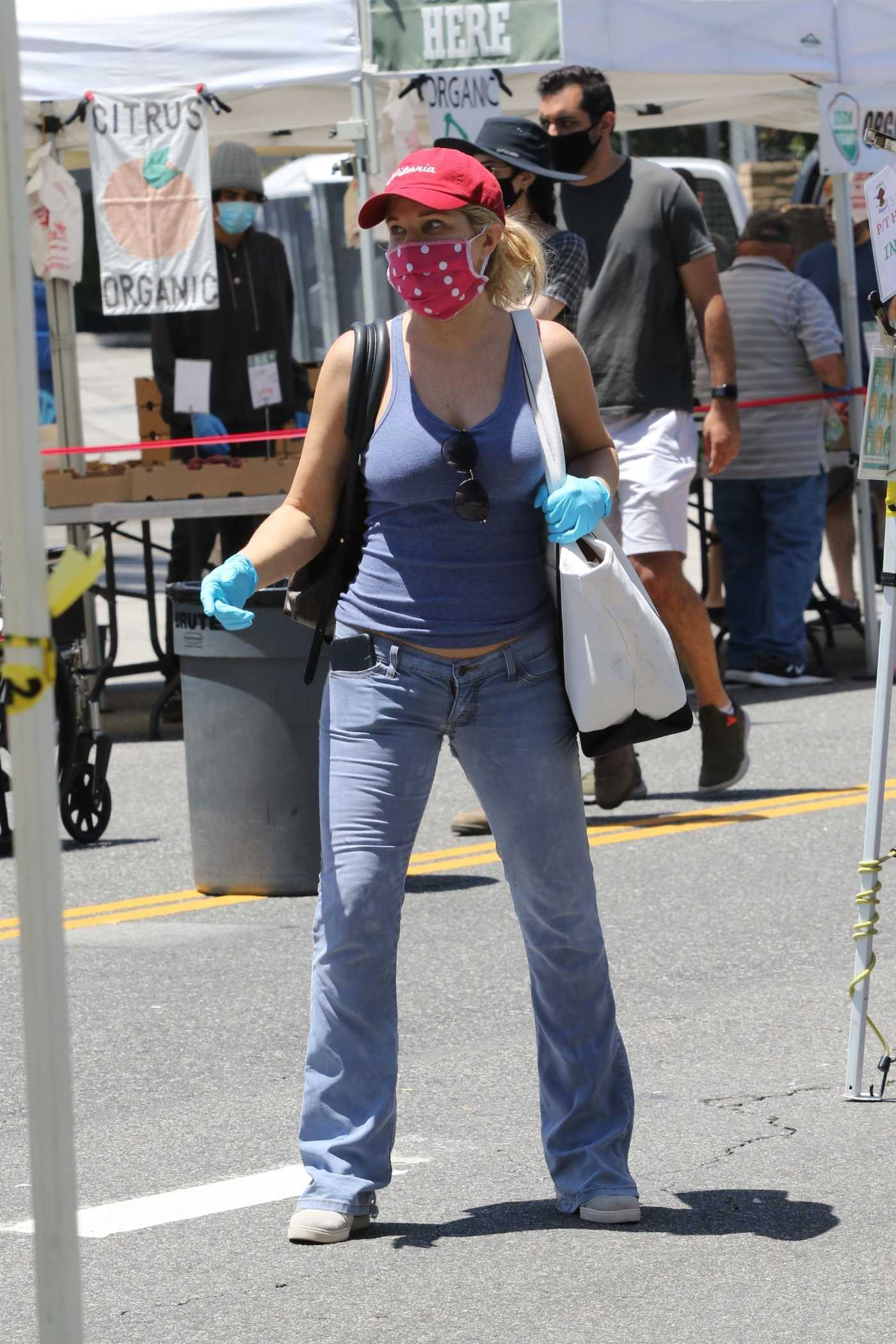 Donna D'Errico in a Red Cap Attends Her Local Farmer's Market in Studio City 05/24/2020
