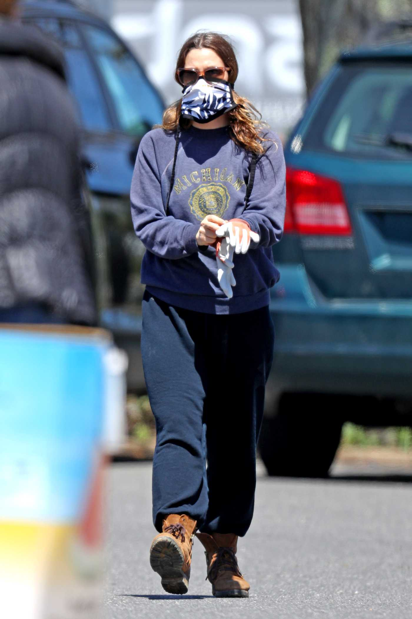 Drew Barrymore in a Protective Mask Was Seen Out in The Hamptons, New York 05/07/2020