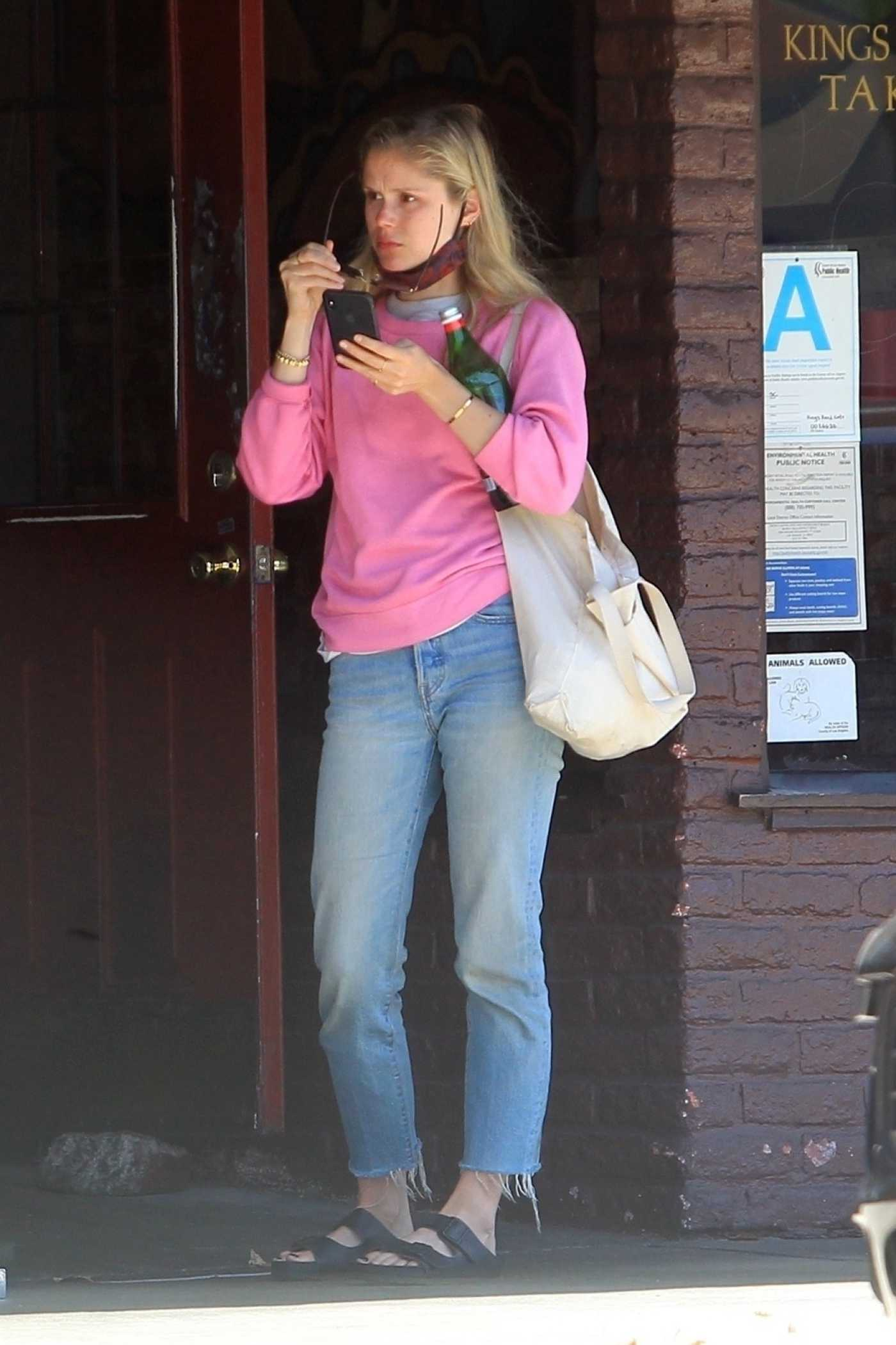 Erin Moriarty in a Pink Sweatshirt Was Seen Out in Hollywood 05/02/2020