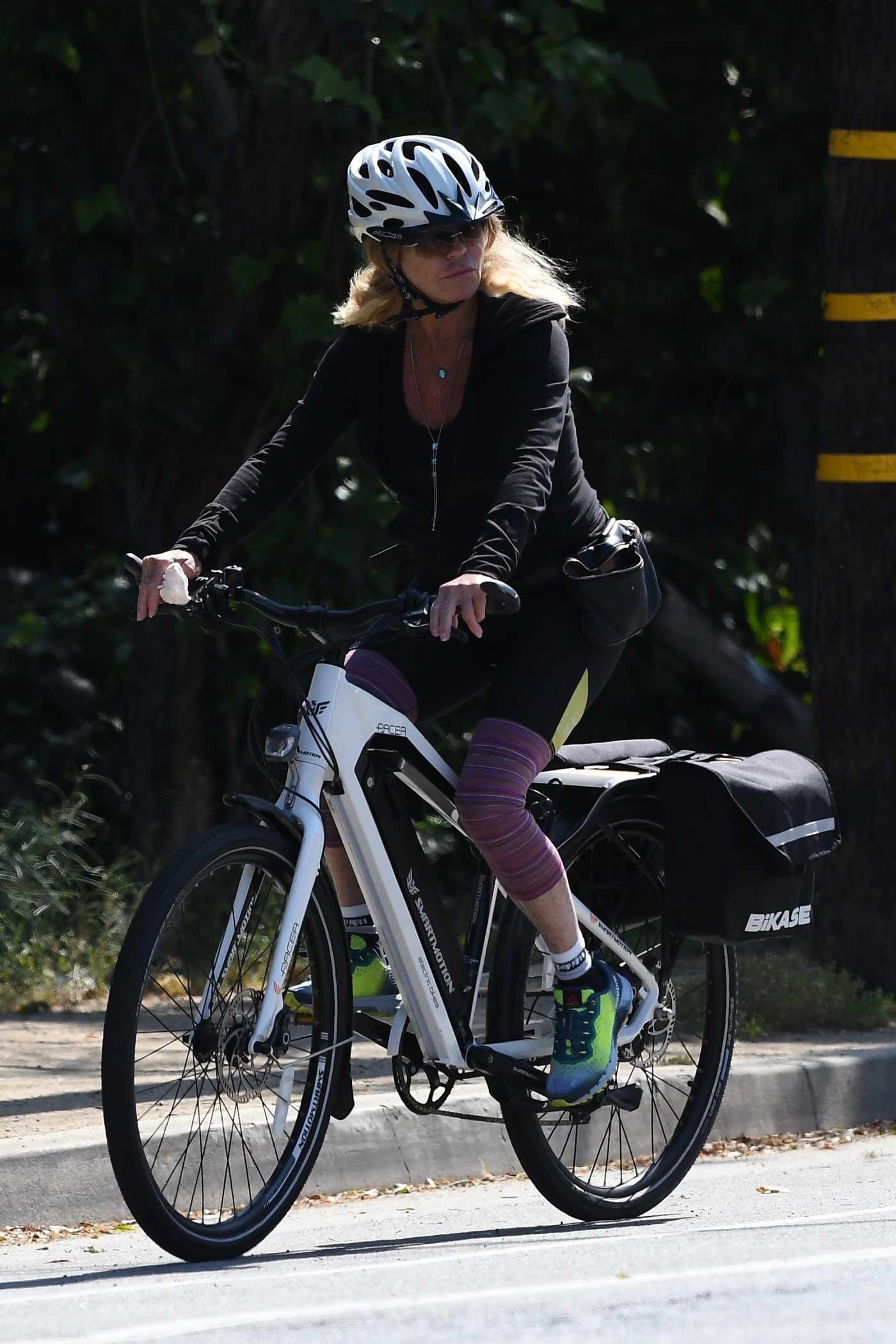 Goldie Hawn Does a Bike Ride in Brentwood 05/10/2020