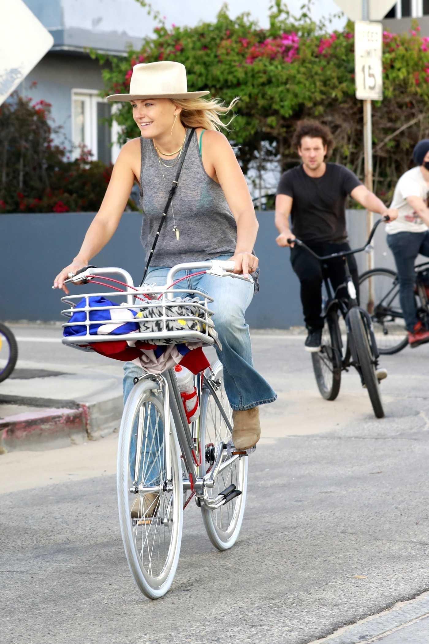 Malin Akerman in a Beige Hat Does a Bike Ride Out in Venice 05/12/2020