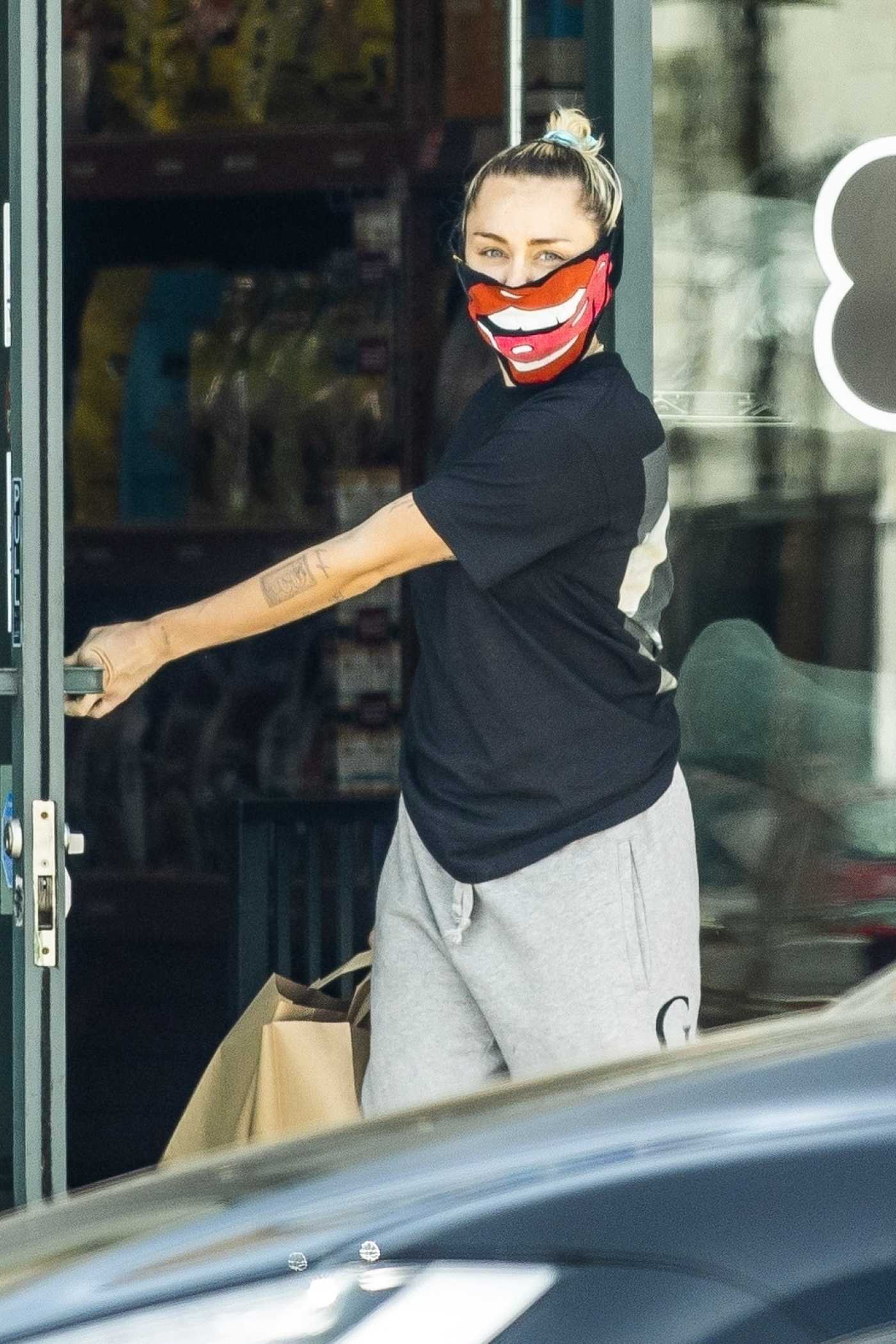 Miley Cyrus in a Black Tee Goes Shopping Out with Cody Simpson in Los Angeles 05/17/2020