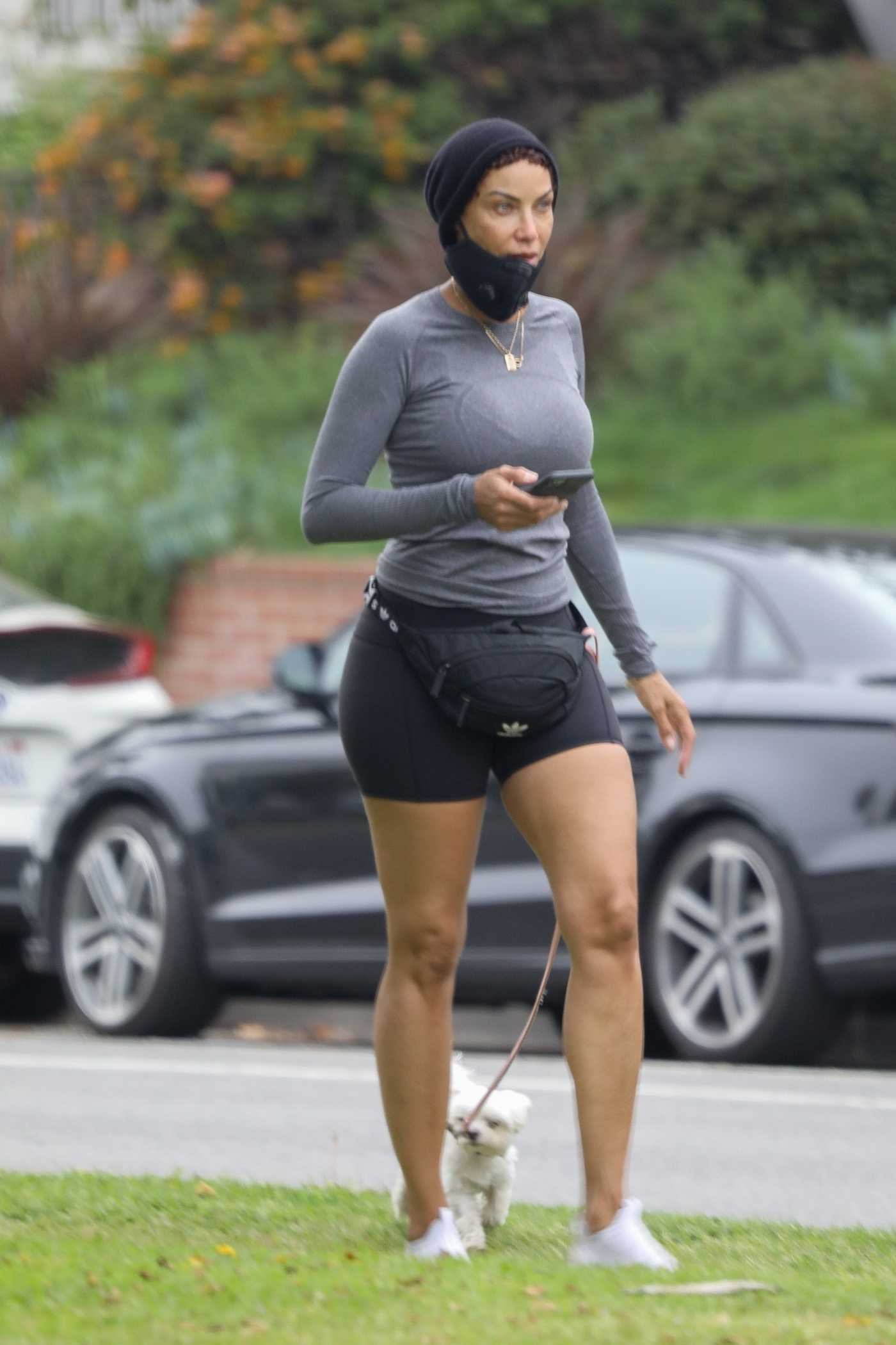 Nicole Murphy in a Glay Long Sleeves T-Shirt Walks Her Dog in Santa Monica 04/30/2020