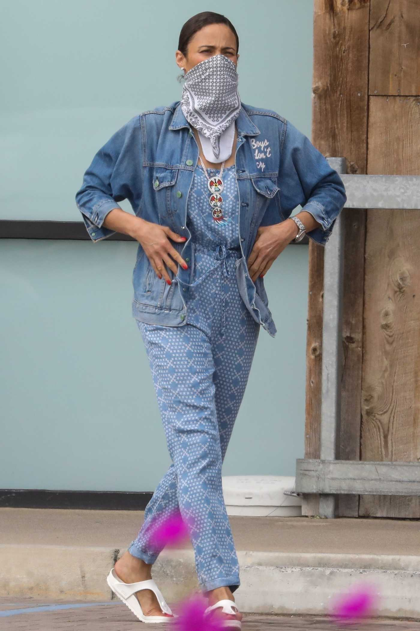 Paula Patton in a Blue Denim Jacket Goes Grocery Shopping in Malibu 04/30/2020