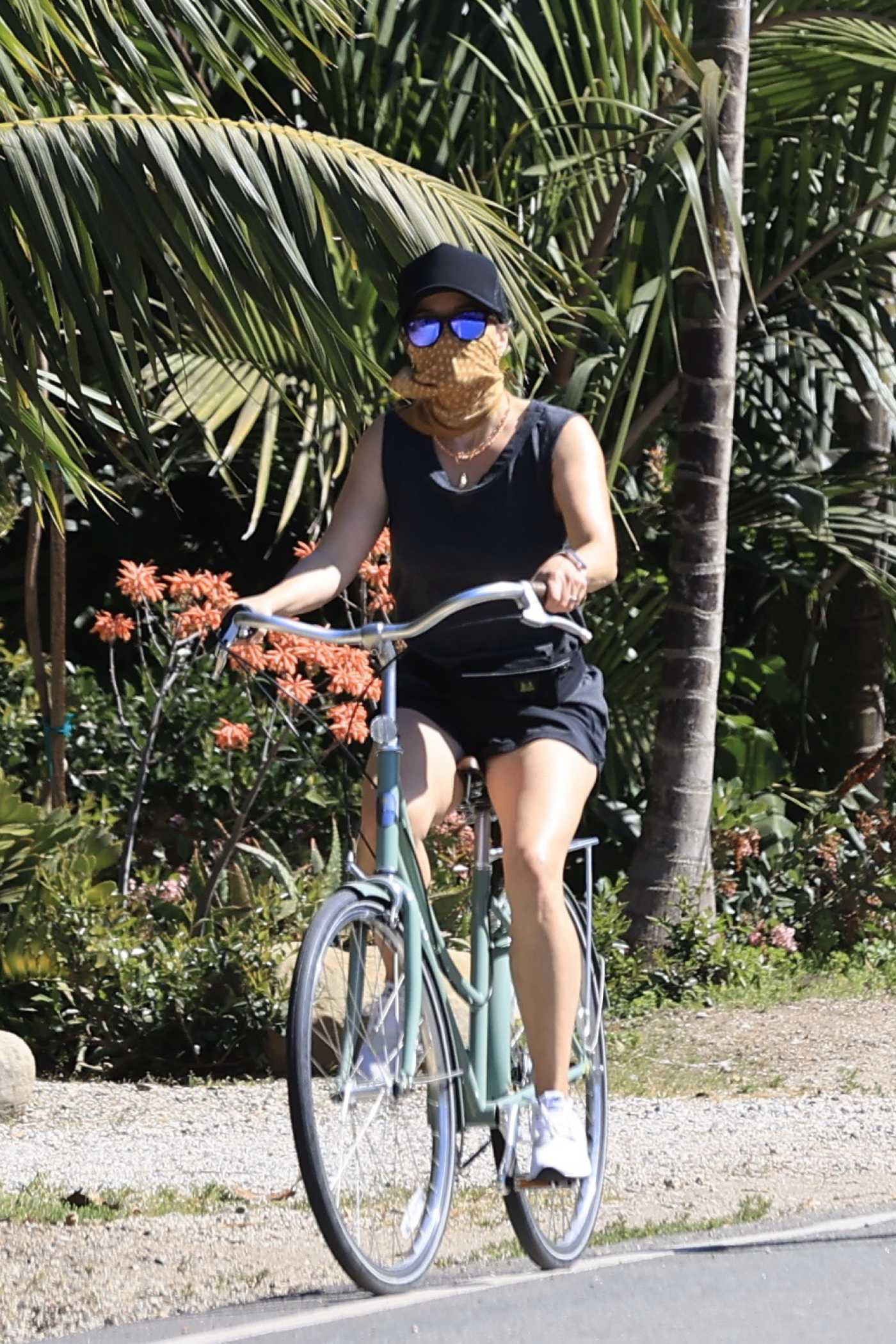 Reese Witherspoon in a White Sneakers Does a Bike Ride in Malibu 05/02/2020