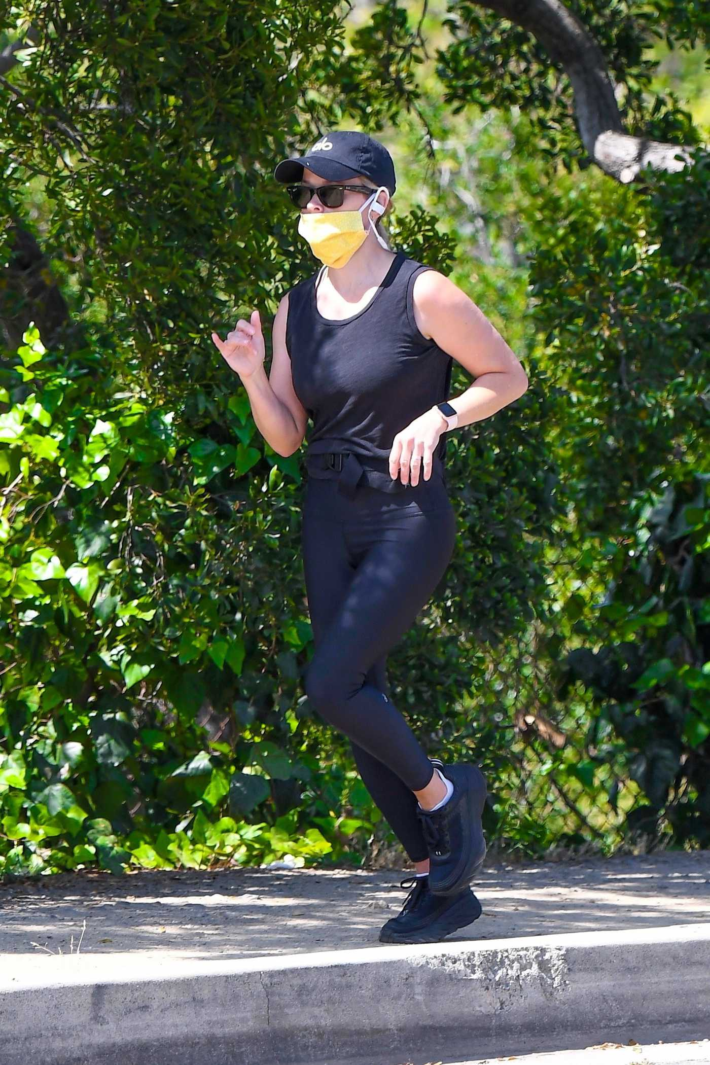 Reese Witherspoon in a Yellow Protective Mask Was Seen while Out for a Jog in Brentwood 05/22/2020