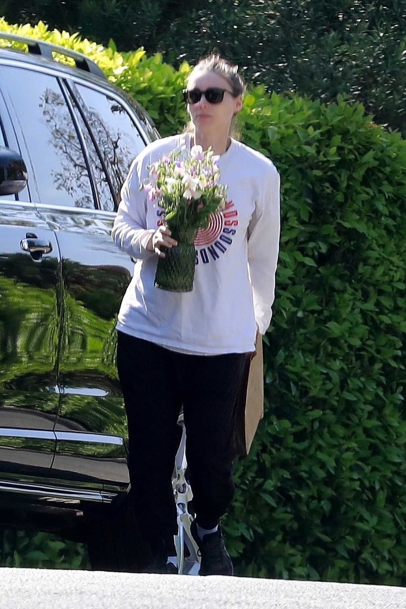 Rooney Mara in a White Sweatshirt Brings Flowers in Los Feliz 05/10/2020