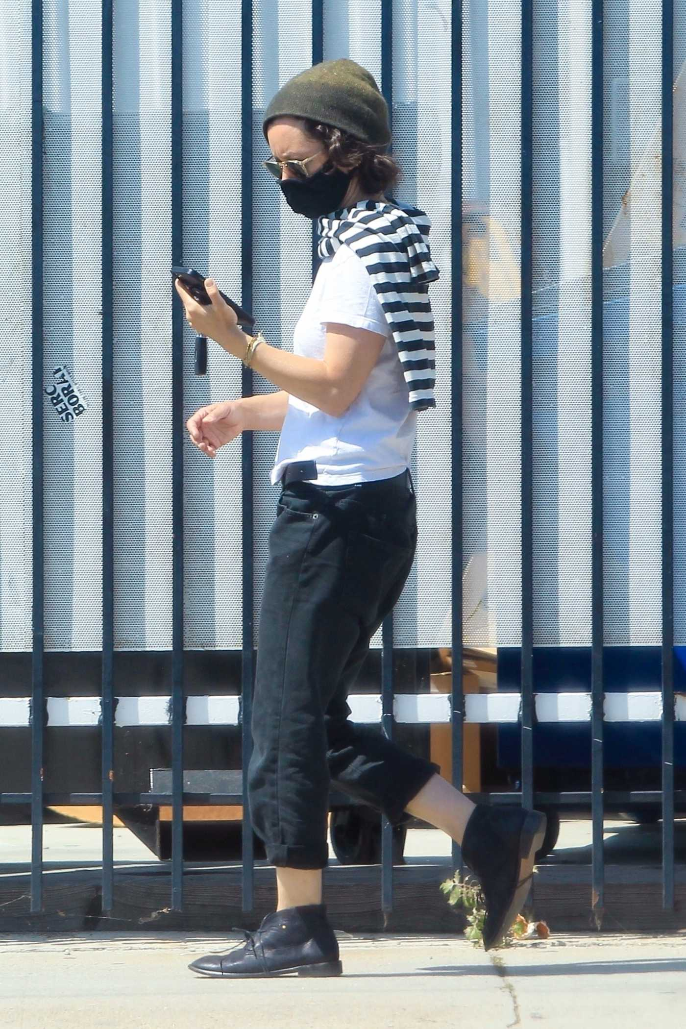 Sara Gilbert in a White Tee Checks Her Phone Out in Los Angeles 05/28/2020