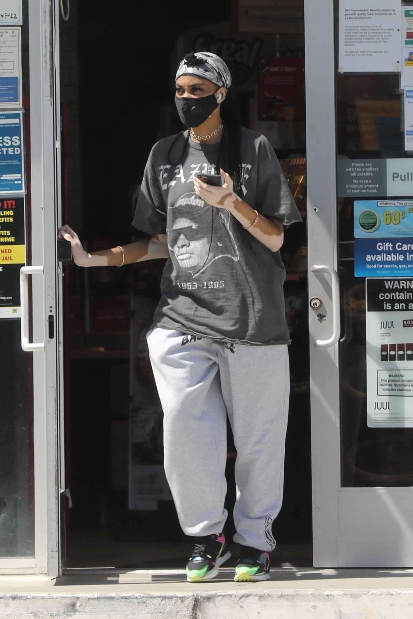 Winnie Harlow in a Black Protective Mask Was Seen Out in Los Angeles 05/16/2020