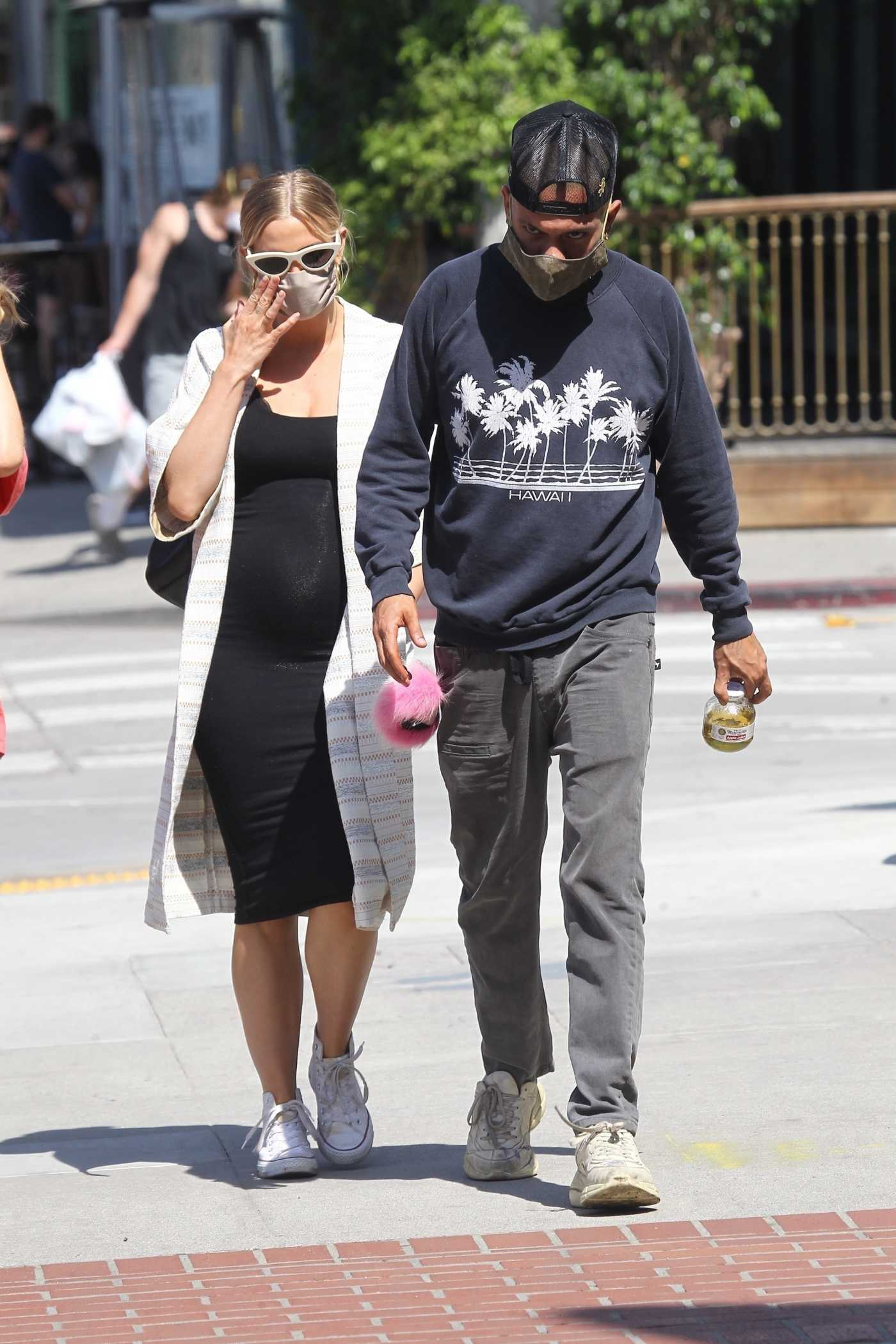 Ashlee Simpson in a Protective Mask Was Seen Out with Her Husband Evan Ross in Sherman Oaks 06/17/2020
