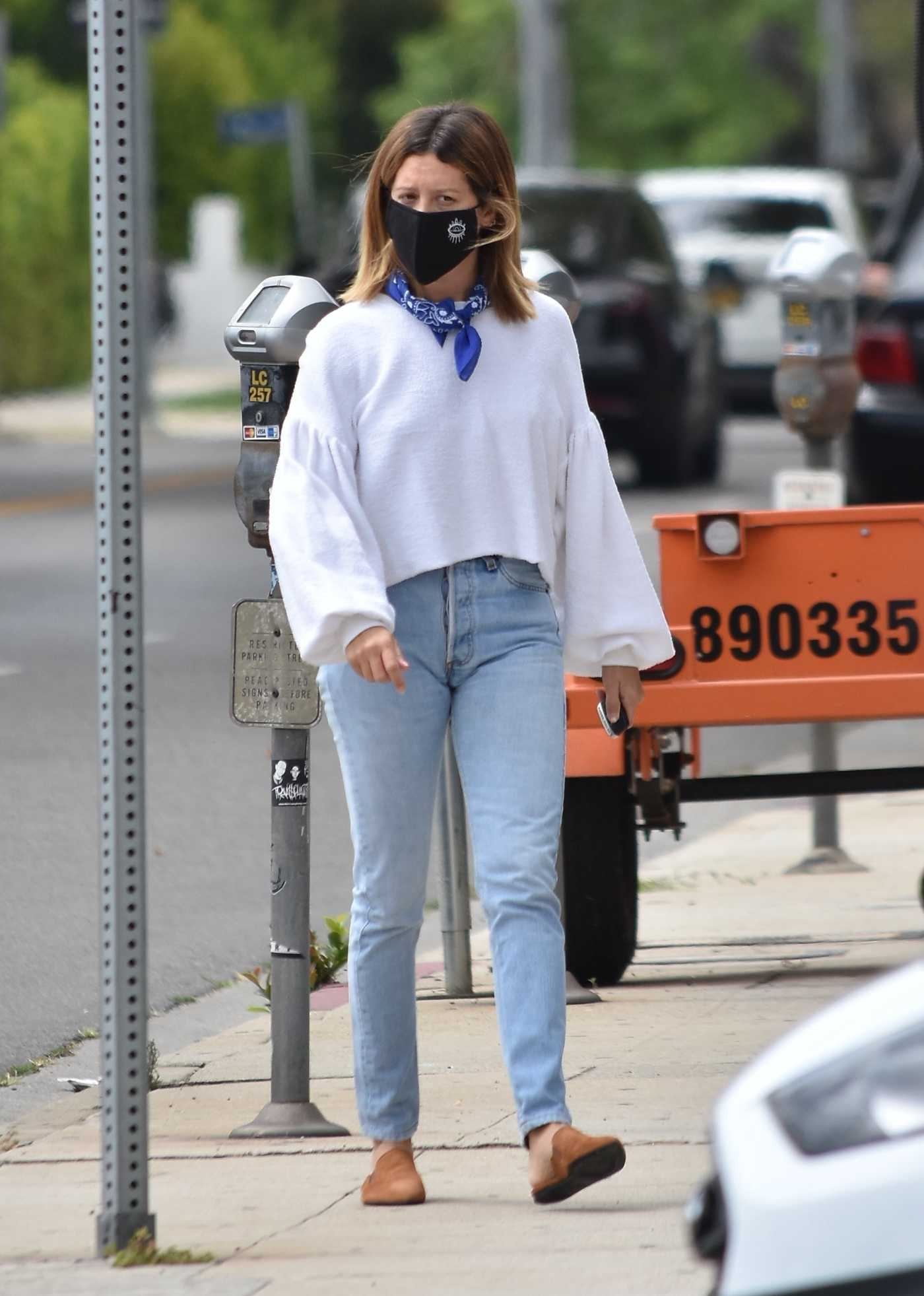 Ashley Tisdale in a Black Protective Mask Was Seen Out in Los Angeles 06/17/2020