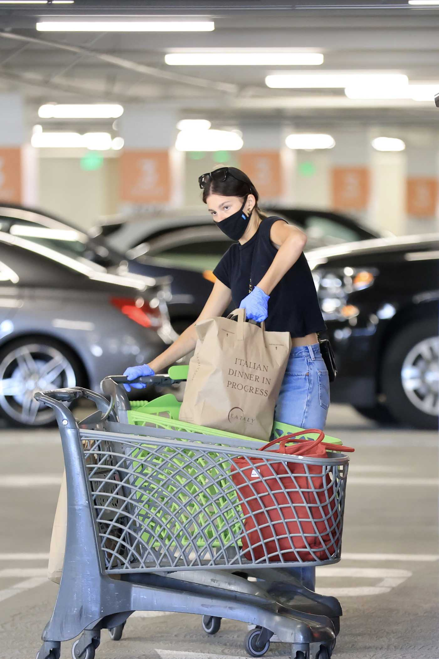 Camila Morrone in a Black Cropped Tee Goes Grocery Shopping Out with Leonardo DiCaprio at Eataly in Los Angeles 06/09/2020