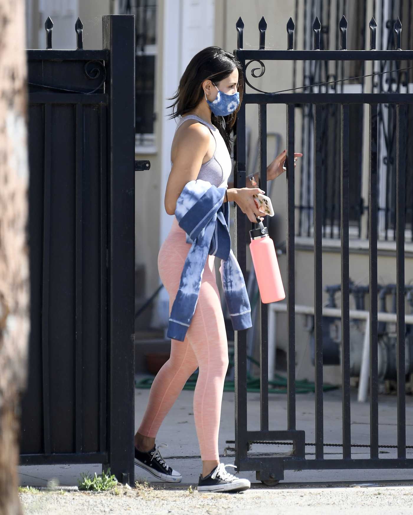 Eiza Gonzalez in a Pink Leggings Was Seen Out in Los Angeles 05/31/2020