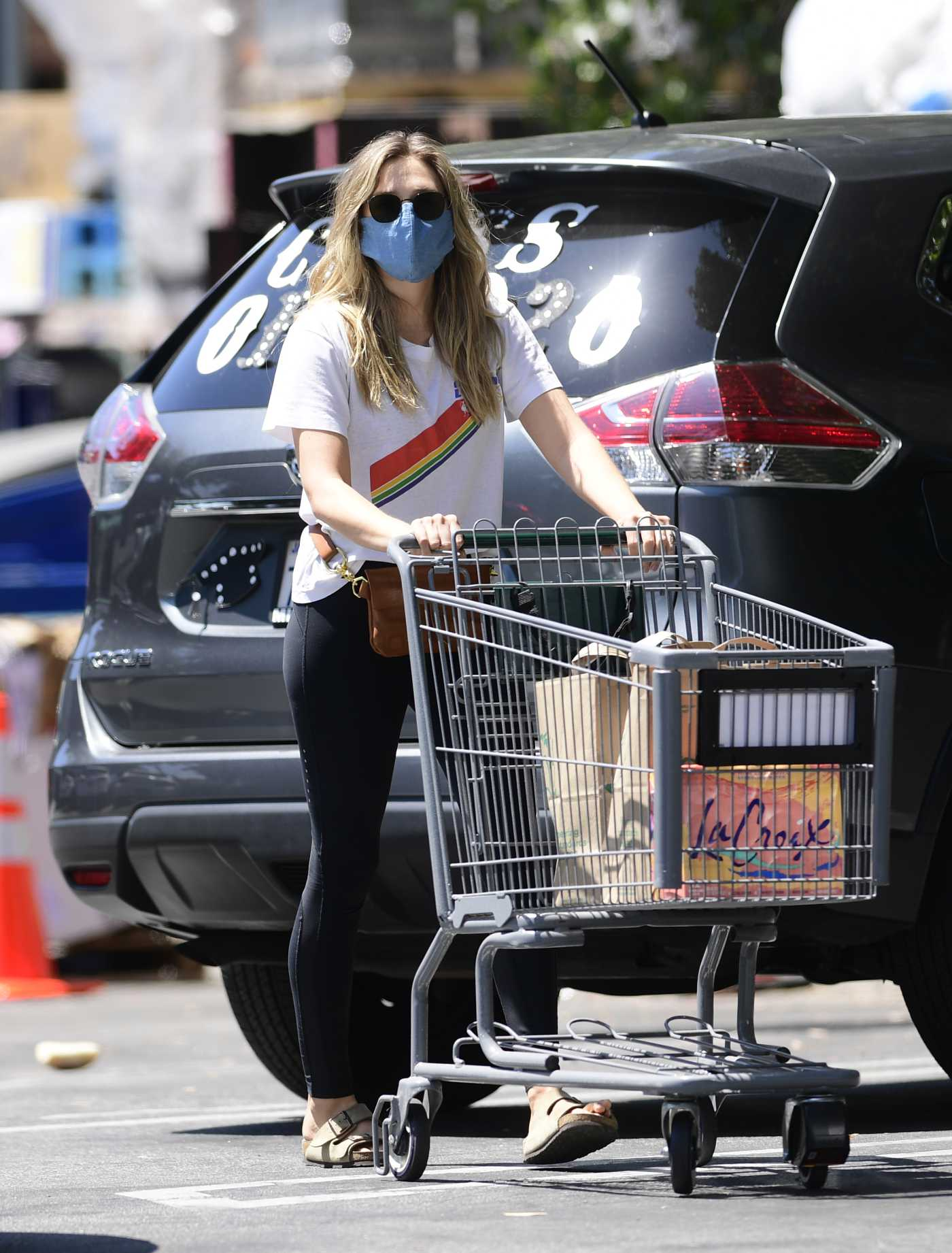 Elizabeth Olsen in a Protective Mask Goes Shopping at Whole Foods in Los Angeles 06/13/2020