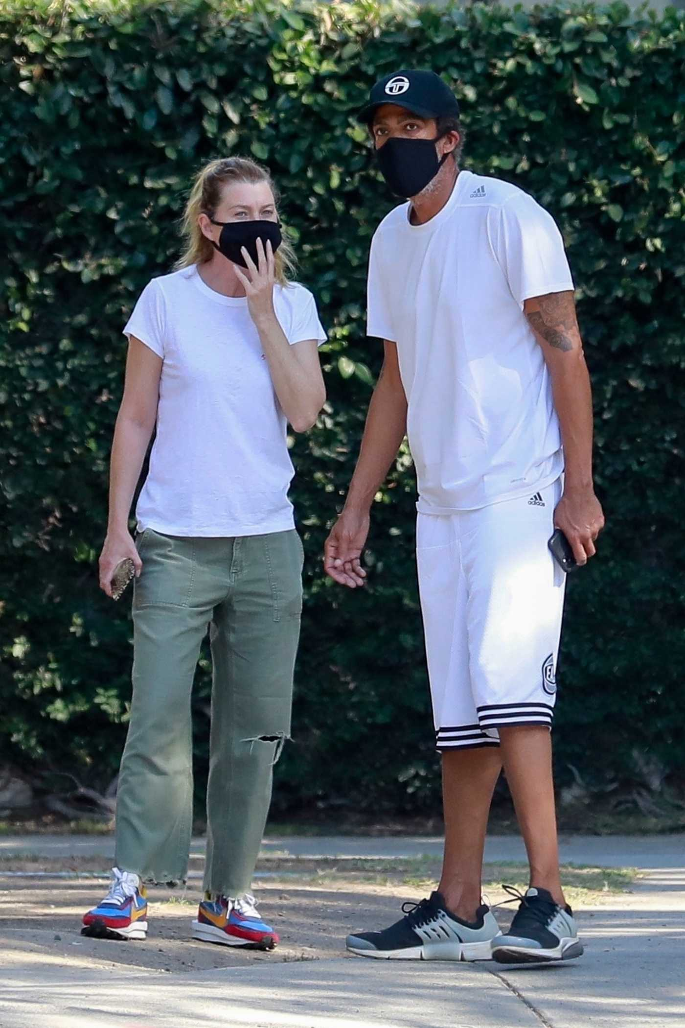 Ellen Pompeo in a Whhite Tee Was Seen Out with Chris Ivery at Griffith Park in Los Feliz 06/26/2020