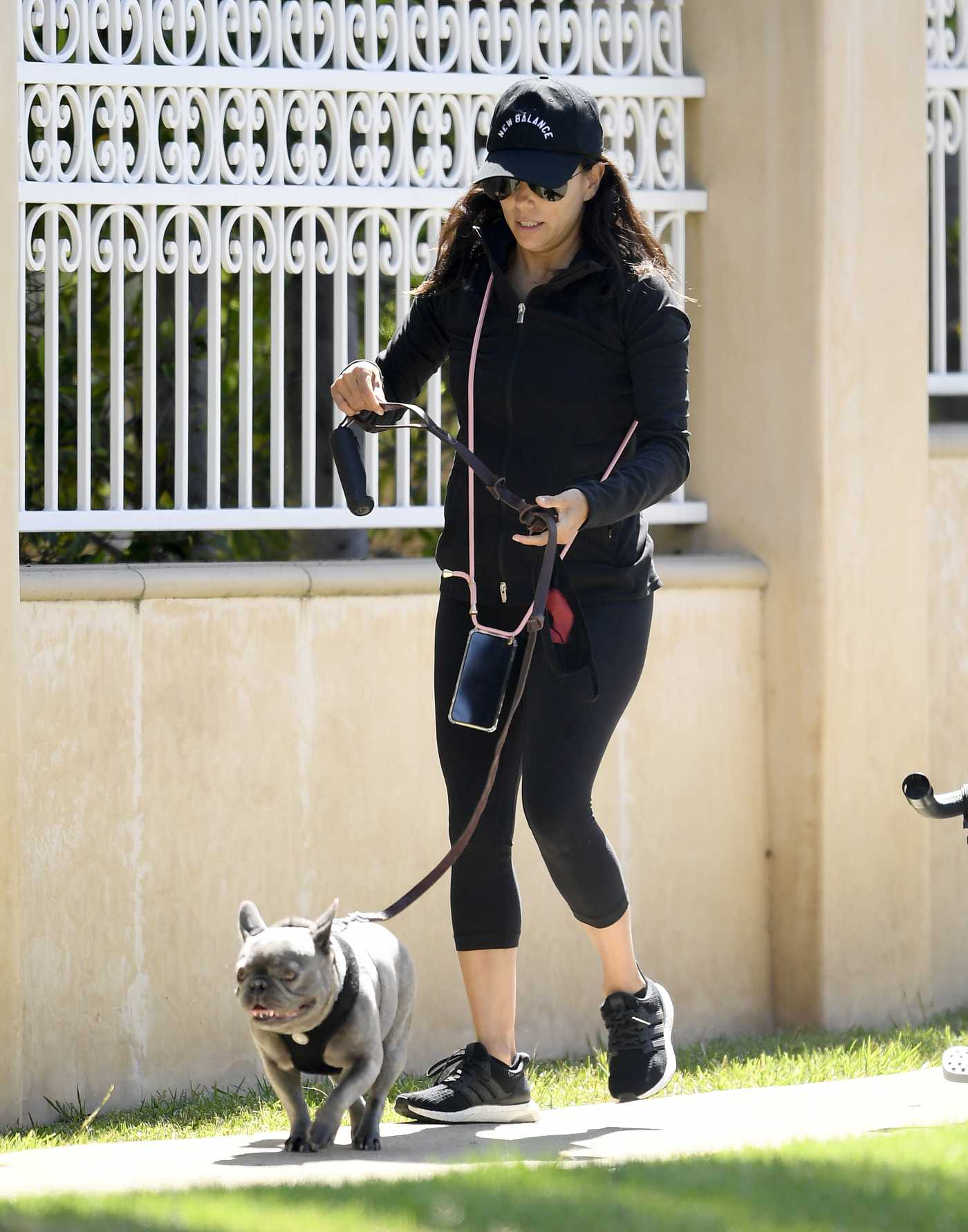 Eva Longoria in a Black Cap Spends the Day at the Park with Her Family in Beverly Hills 06/08/2020