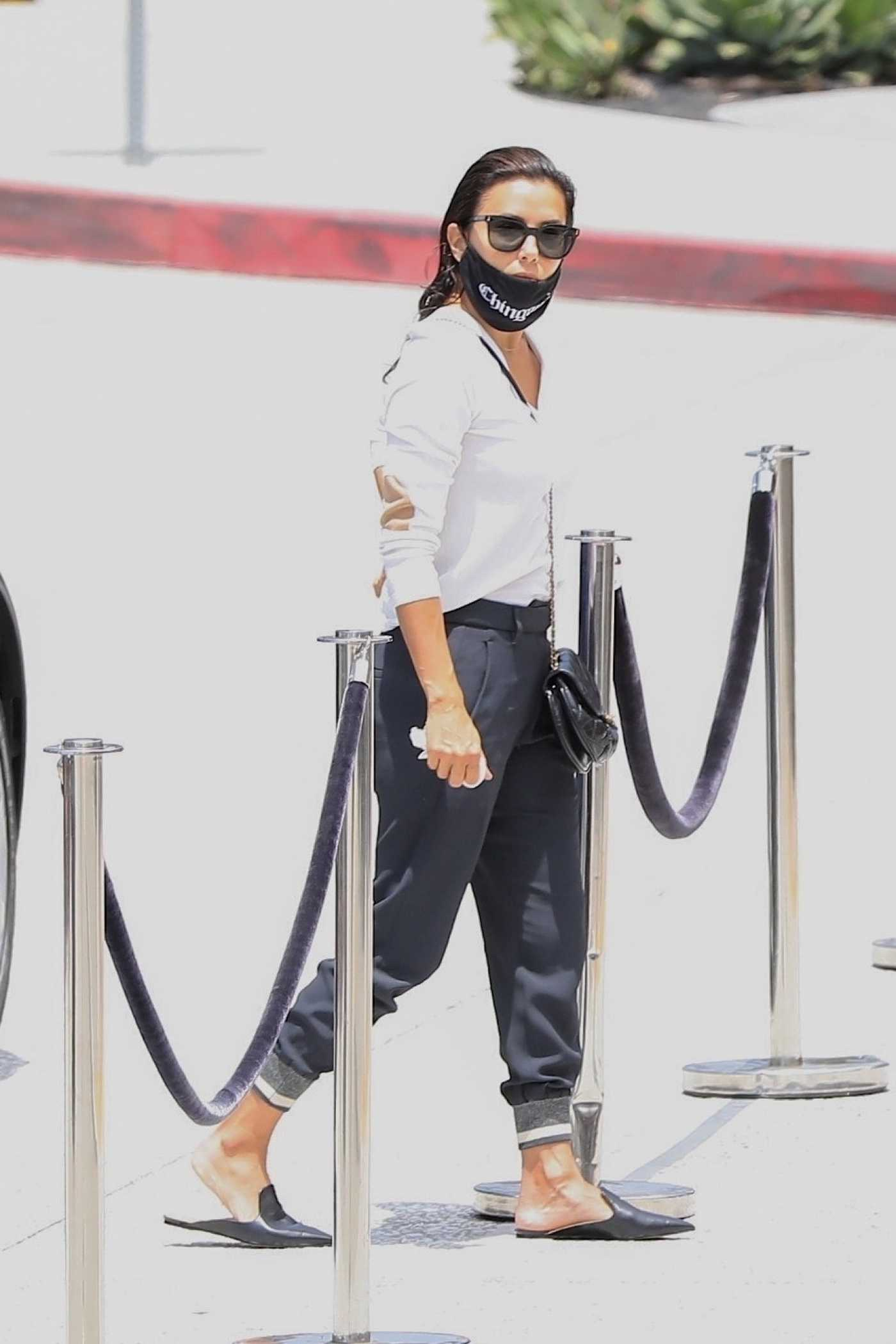 Eva Longoria in a Black Protective Mask Was Seen Out in Los Angeles 06/17/2020