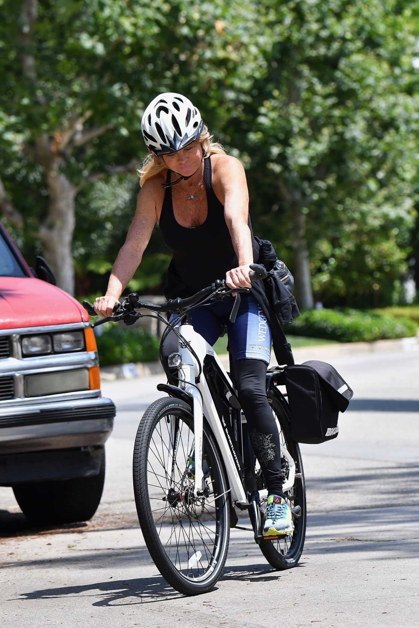 Goldie Hawn in a Black Tank Top Does a Bikee Ride in Brentwood 06/17/2020