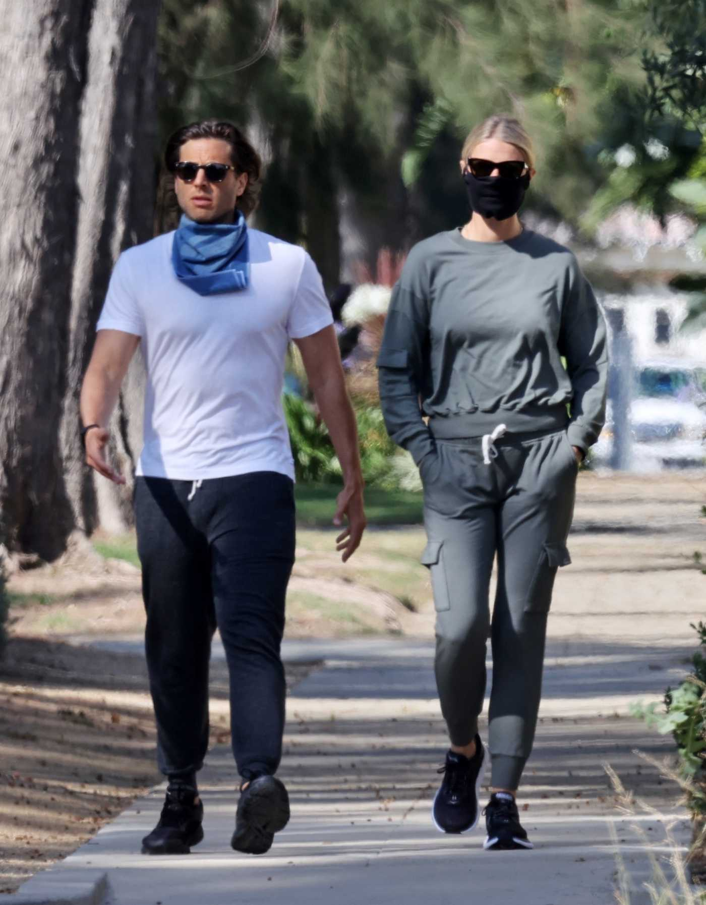 Gwyneth Paltrow in a Protective Mask Does an Afternoon Walk Out with Brad Falchuk Around Santa Monica 06/12/2020