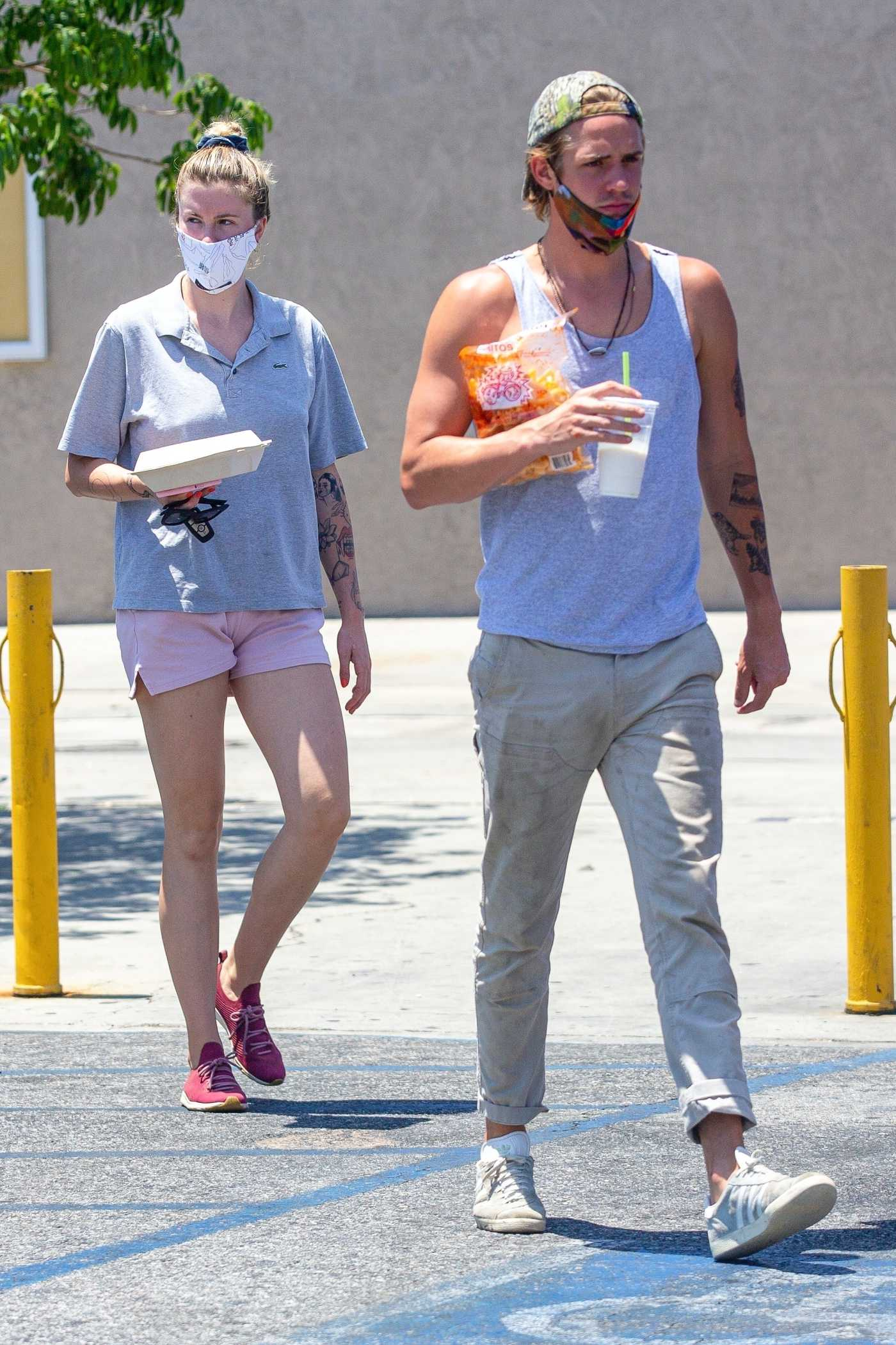 Ireland Baldwin in a Gray Polo Takes Leftovers to Go After Having Lunch with Boyfriend Corey Harper in Los Angeles 06/26/2020